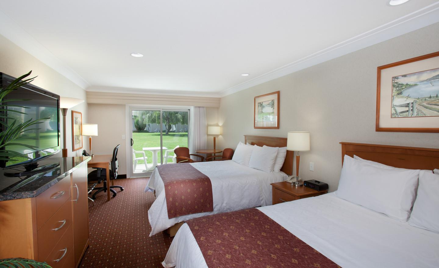 Best Western Plus Kelowna Hotel & Suites in Kelowna: Standard Courtyard 2 Queen Beds
