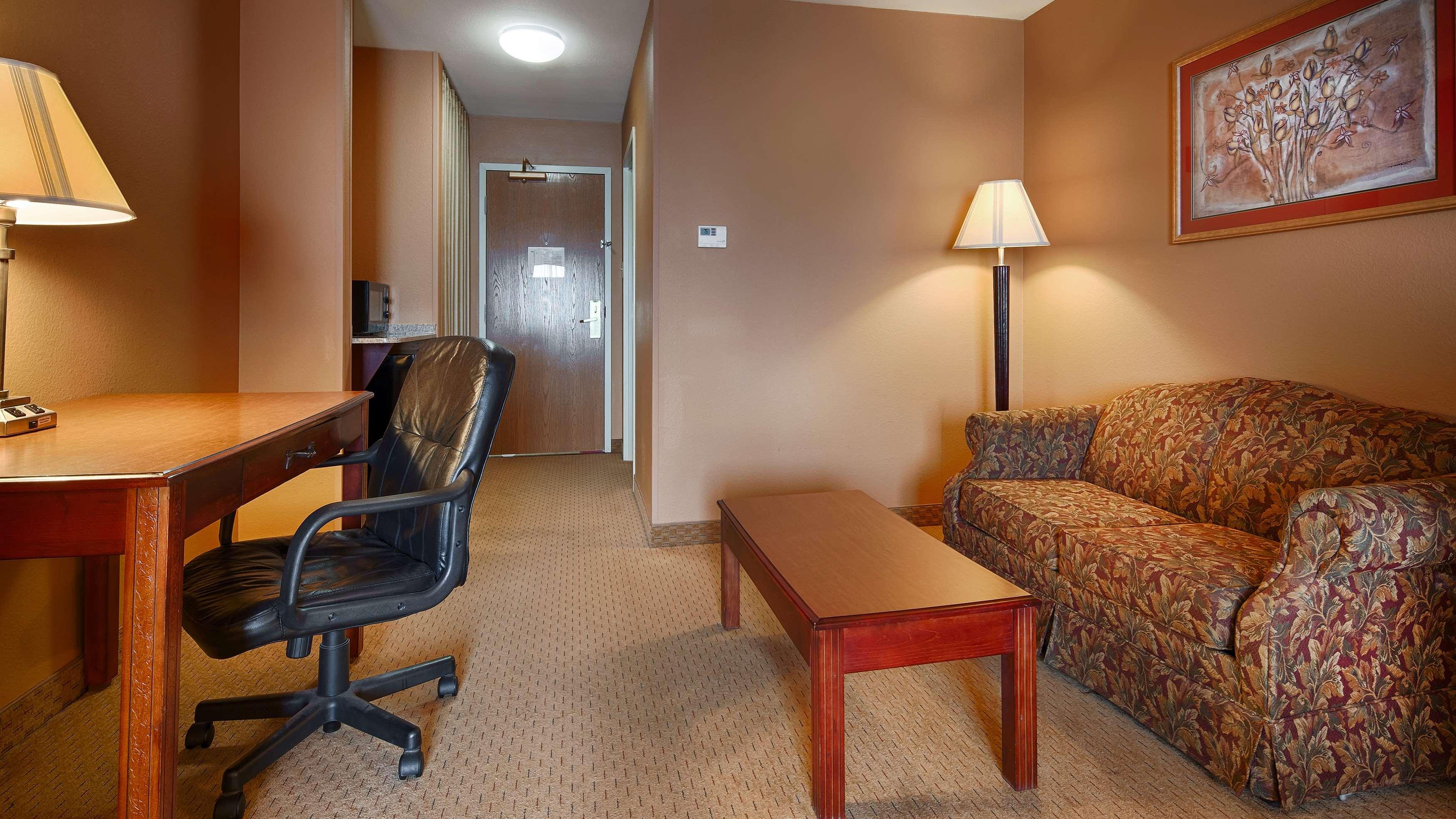 Best Western Plus Denton Inn & Suites image 23