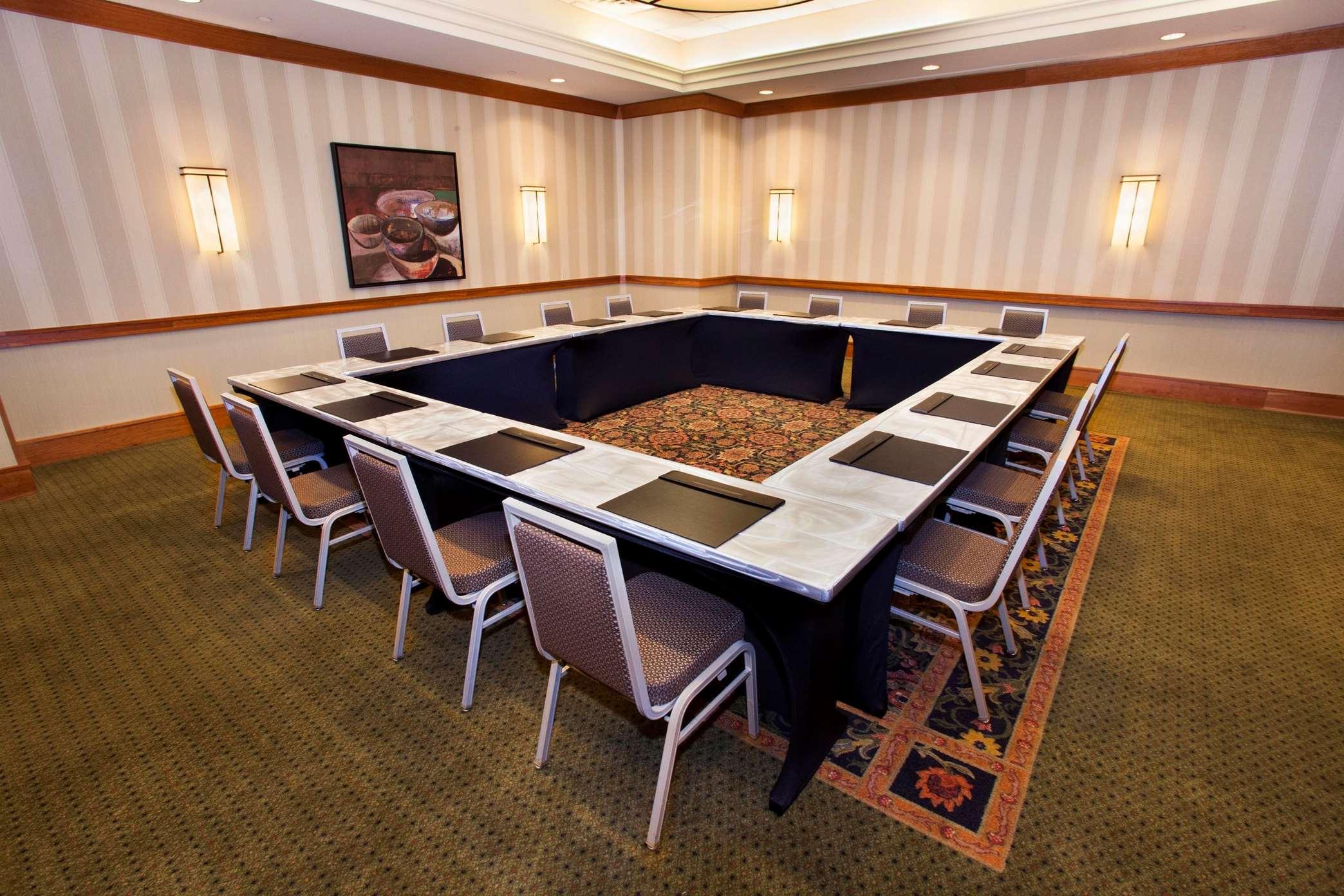 Hilton Chicago/Oak Brook Suites image 33