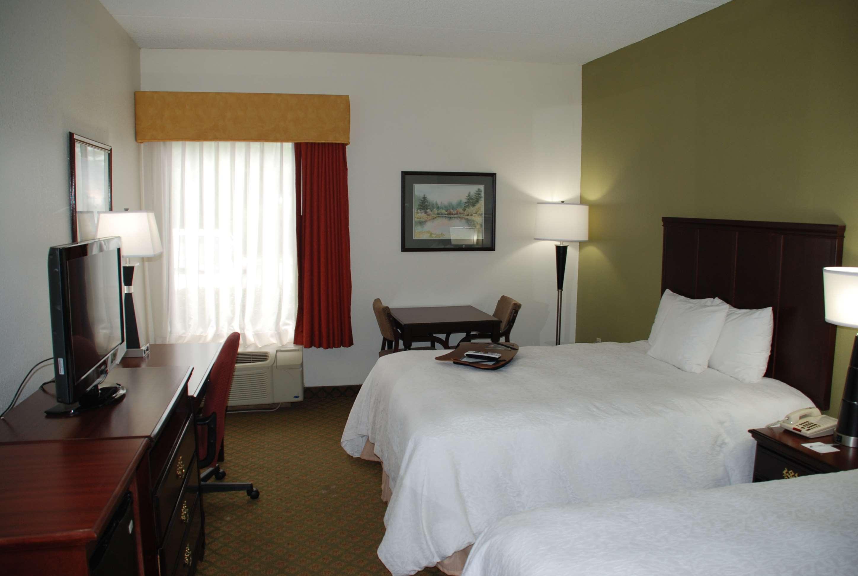 Hampton Inn Darien-I-95 image 6