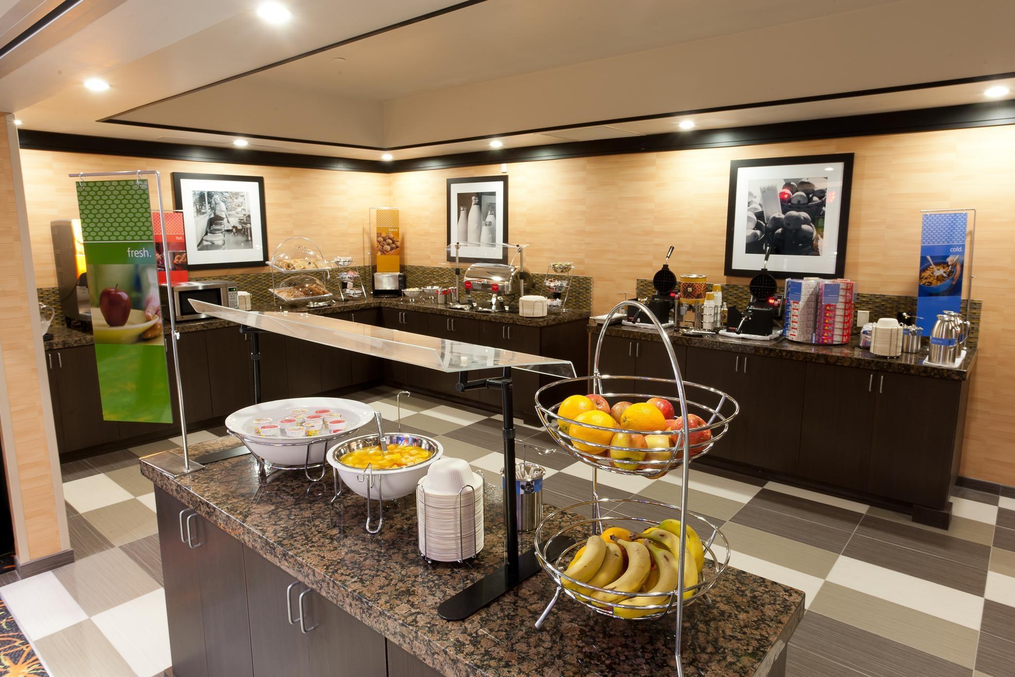 Hampton Inn & Suites Tulsa/Central image 4