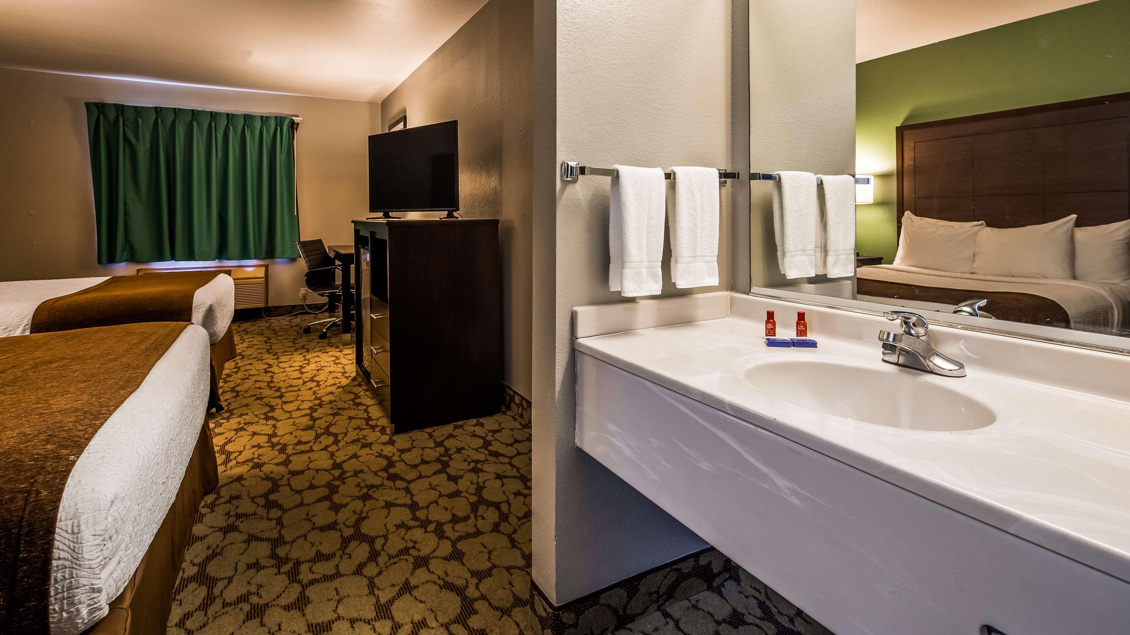SureStay Plus Hotel by Best Western Bettendorf image 30