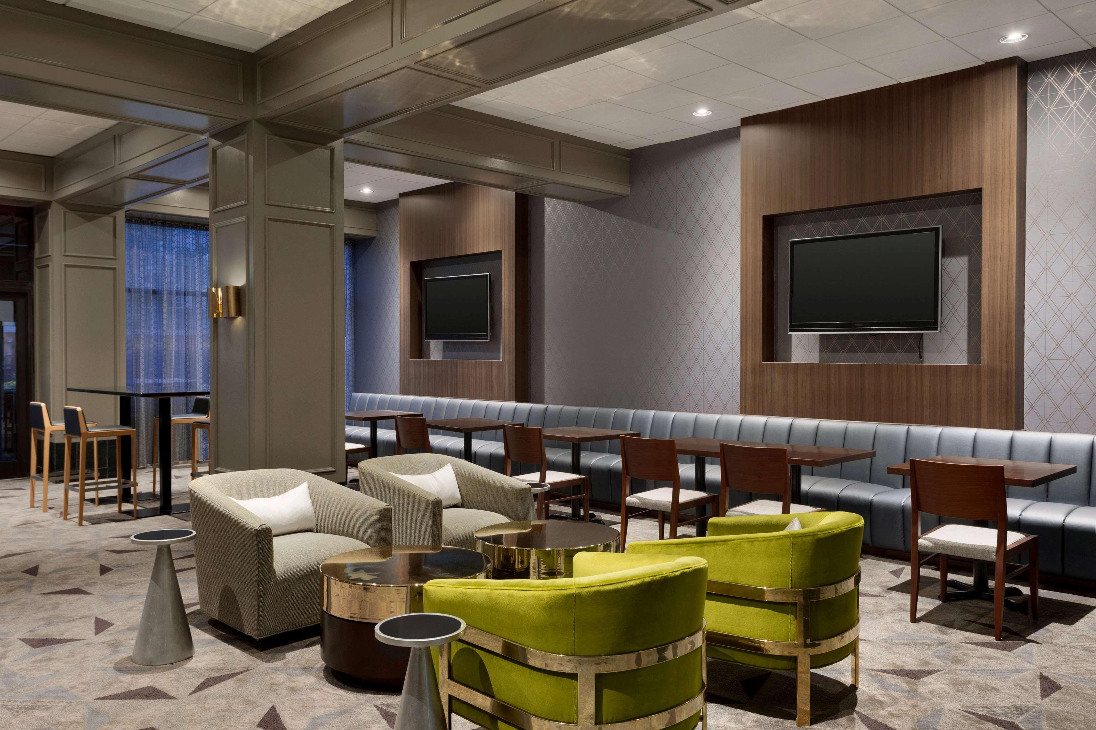 Hilton Chicago/Oak Brook Suites image 39