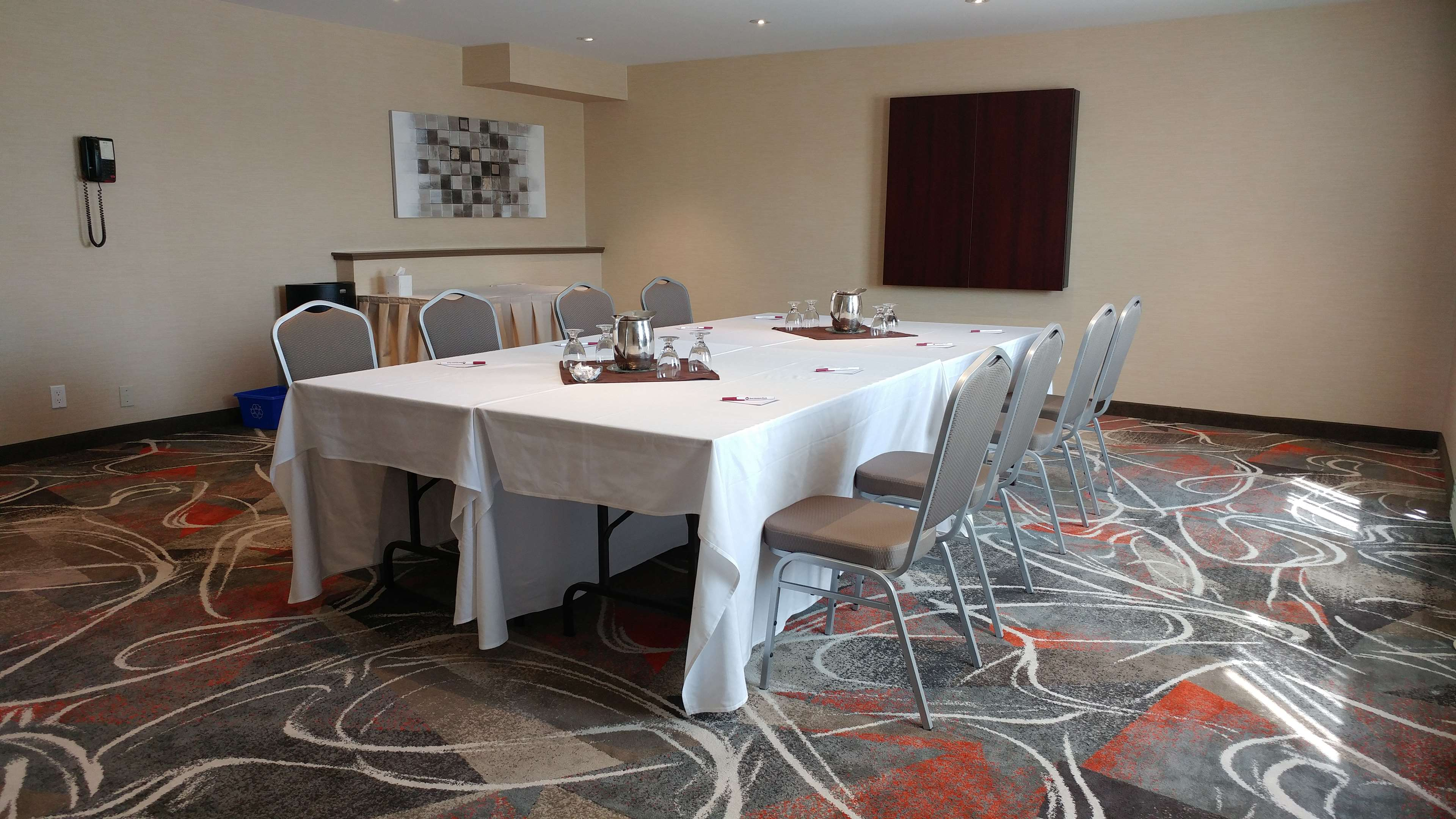 Best Western Plus Rose City Suites in Welland: Canal View Boardroom