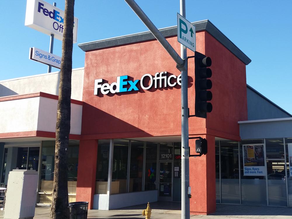 FedEx Office Print & Ship Center in Studio City, CA, photo #2