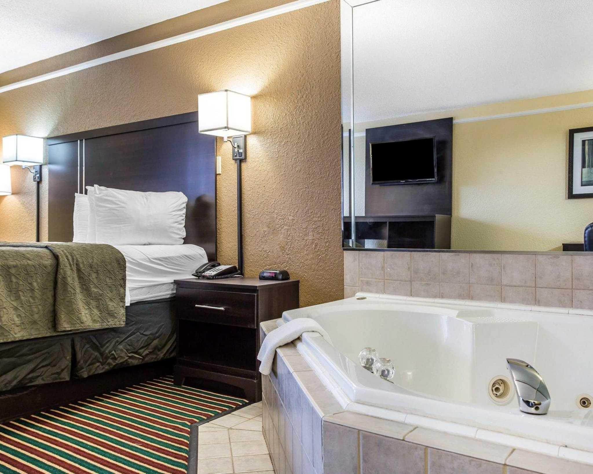 Quality Inn & Suites image 4