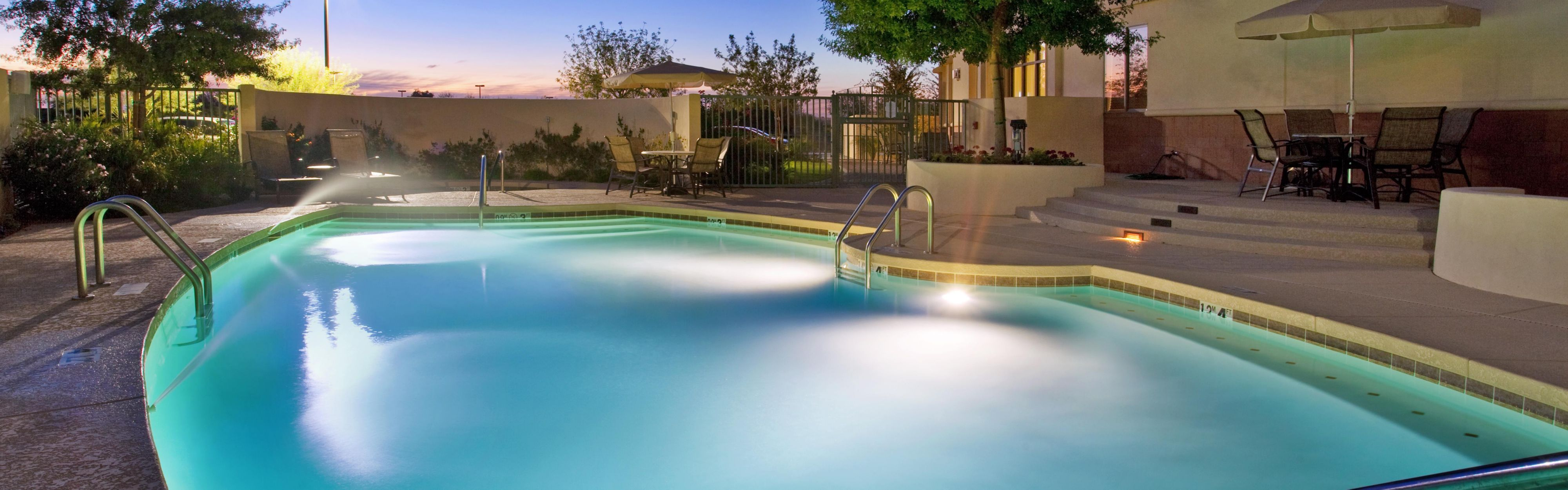 Holiday Inn & Suites Phoenix Airport image 2
