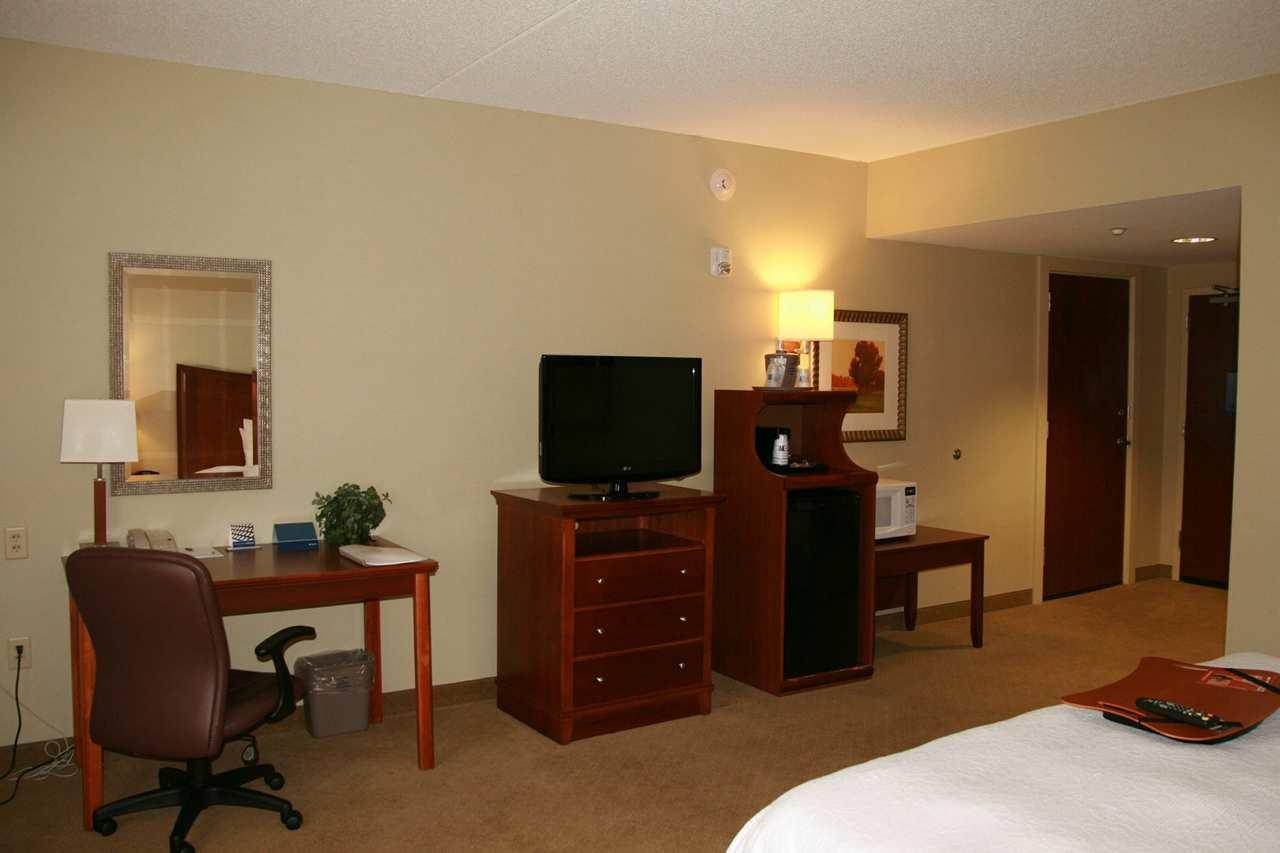Hampton Inn & Suites Albany-Airport image 14