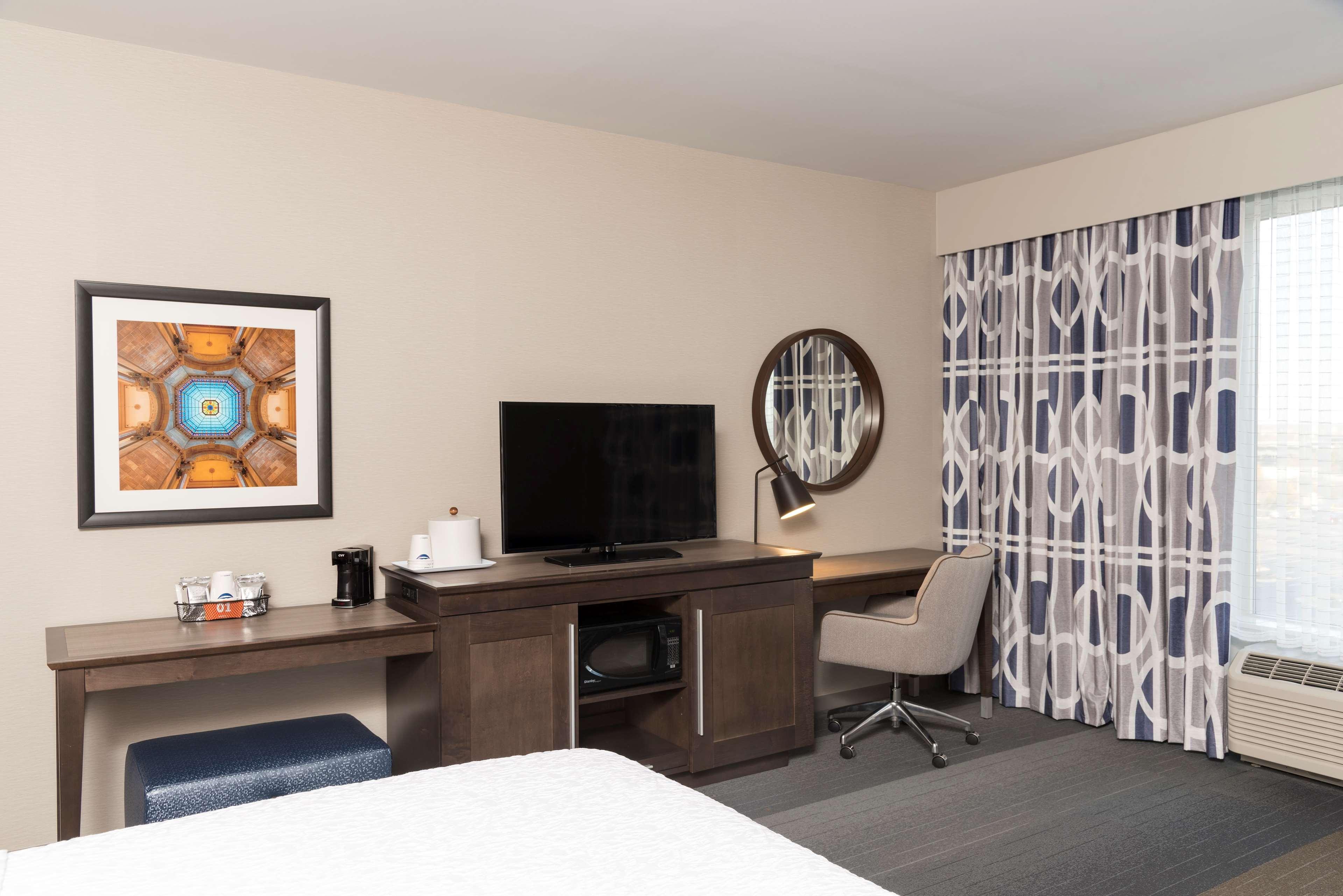 Hampton Inn & Suites Indianapolis-Keystone image 17