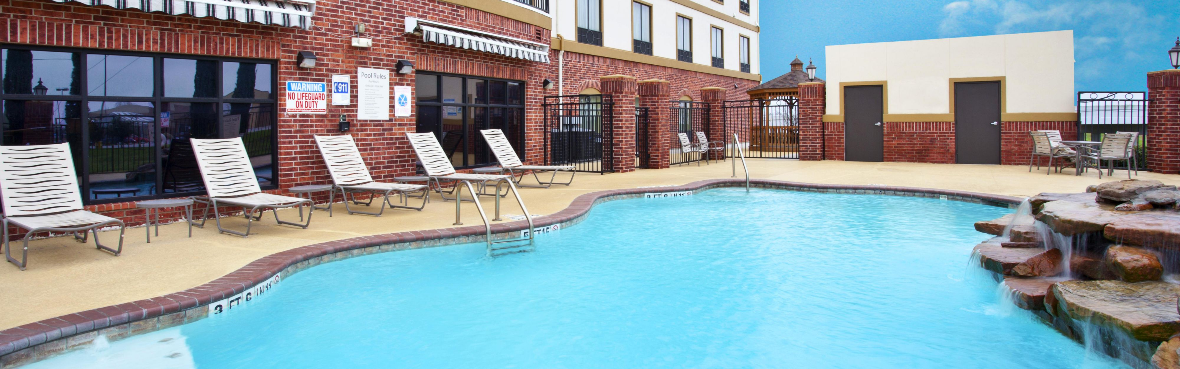 Holiday Inn Express & Suites Sealy image 2