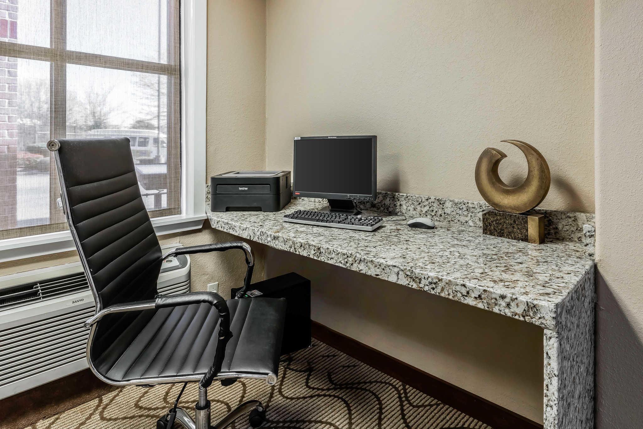 Comfort Inn & Suites Airport-American Way image 29