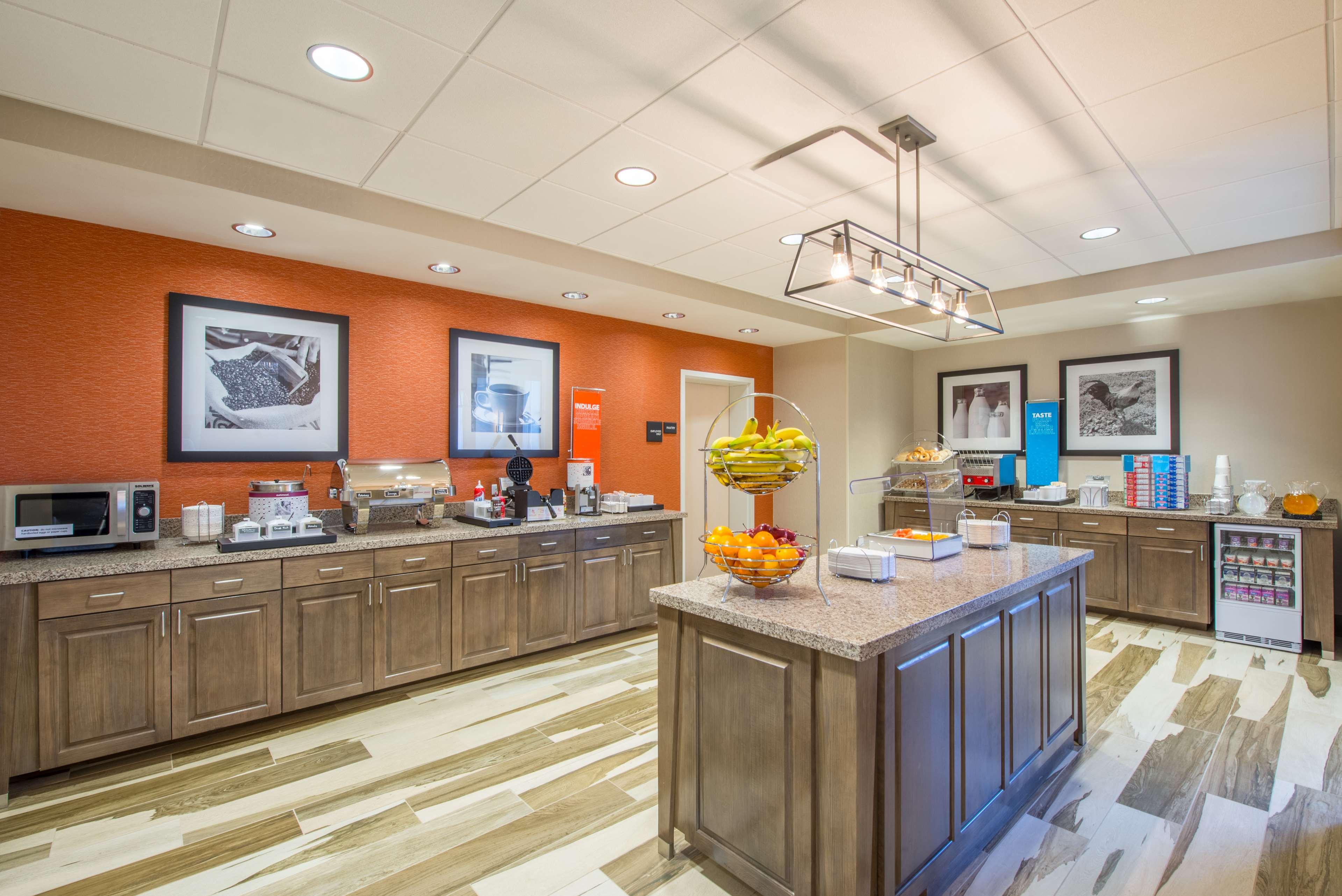 Hampton Inn & Suites Phoenix East Mesa image 8