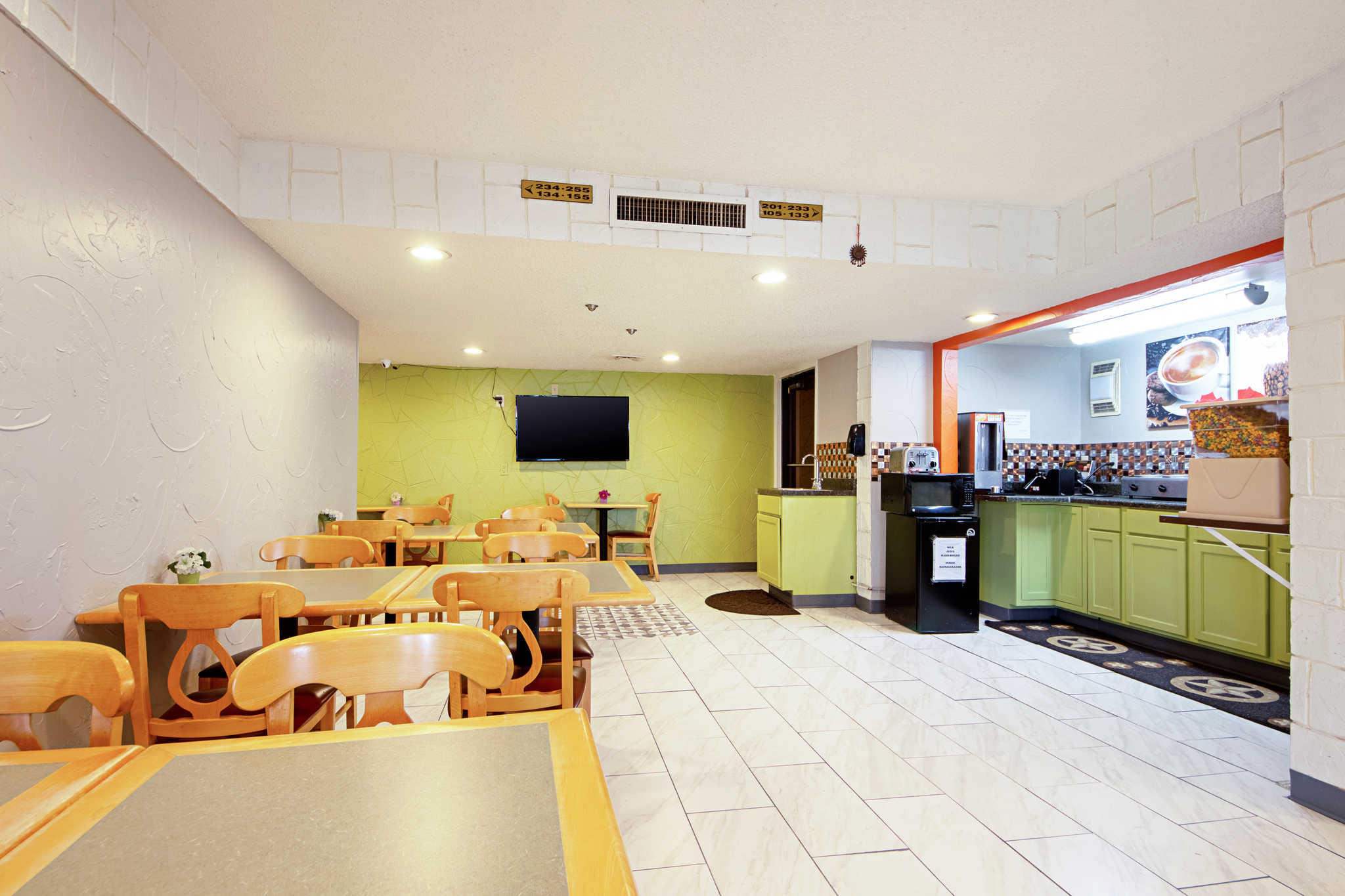 Rodeway Inn & Suites image 53