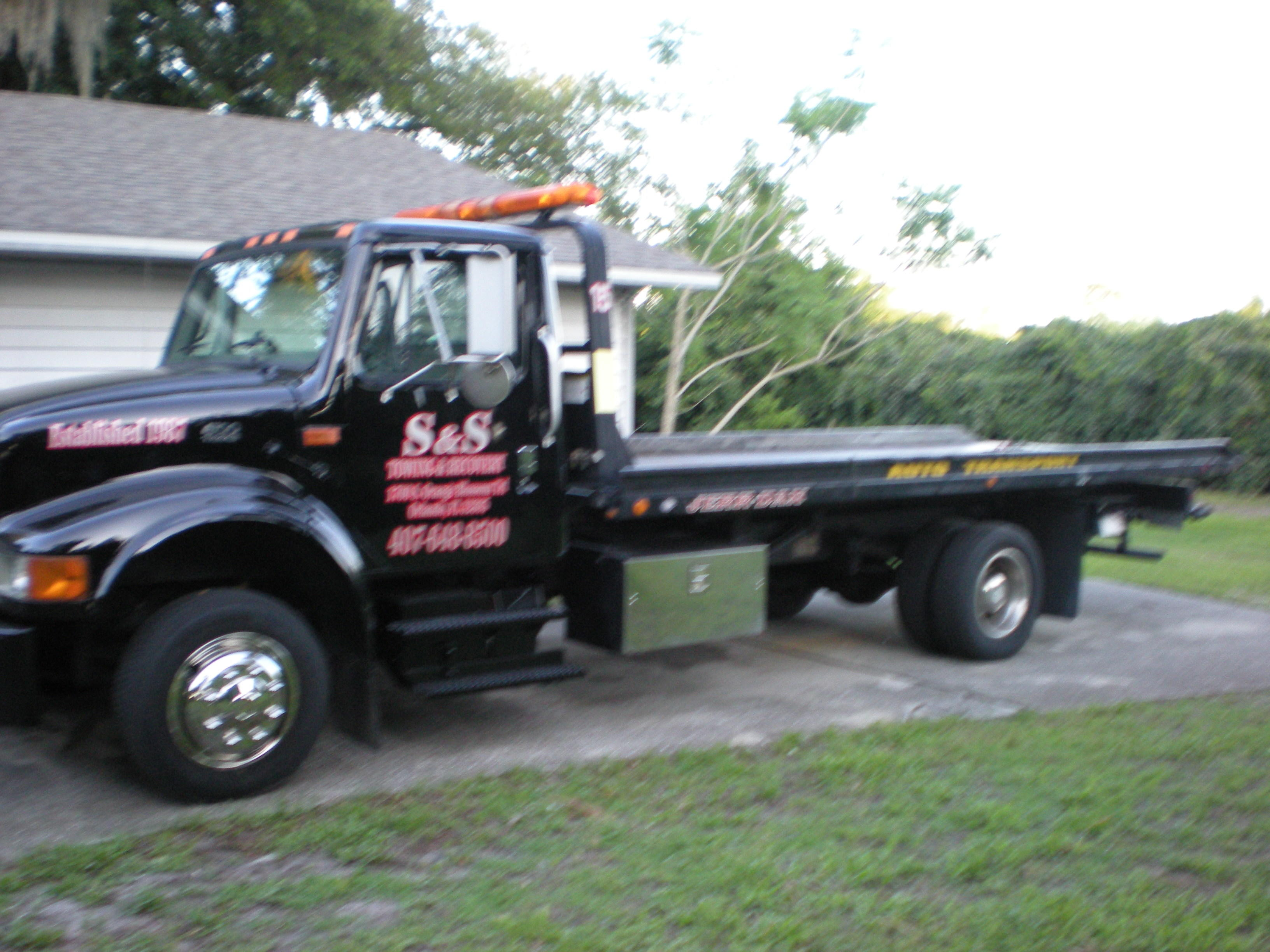 S & S Towing & Recovery image 2