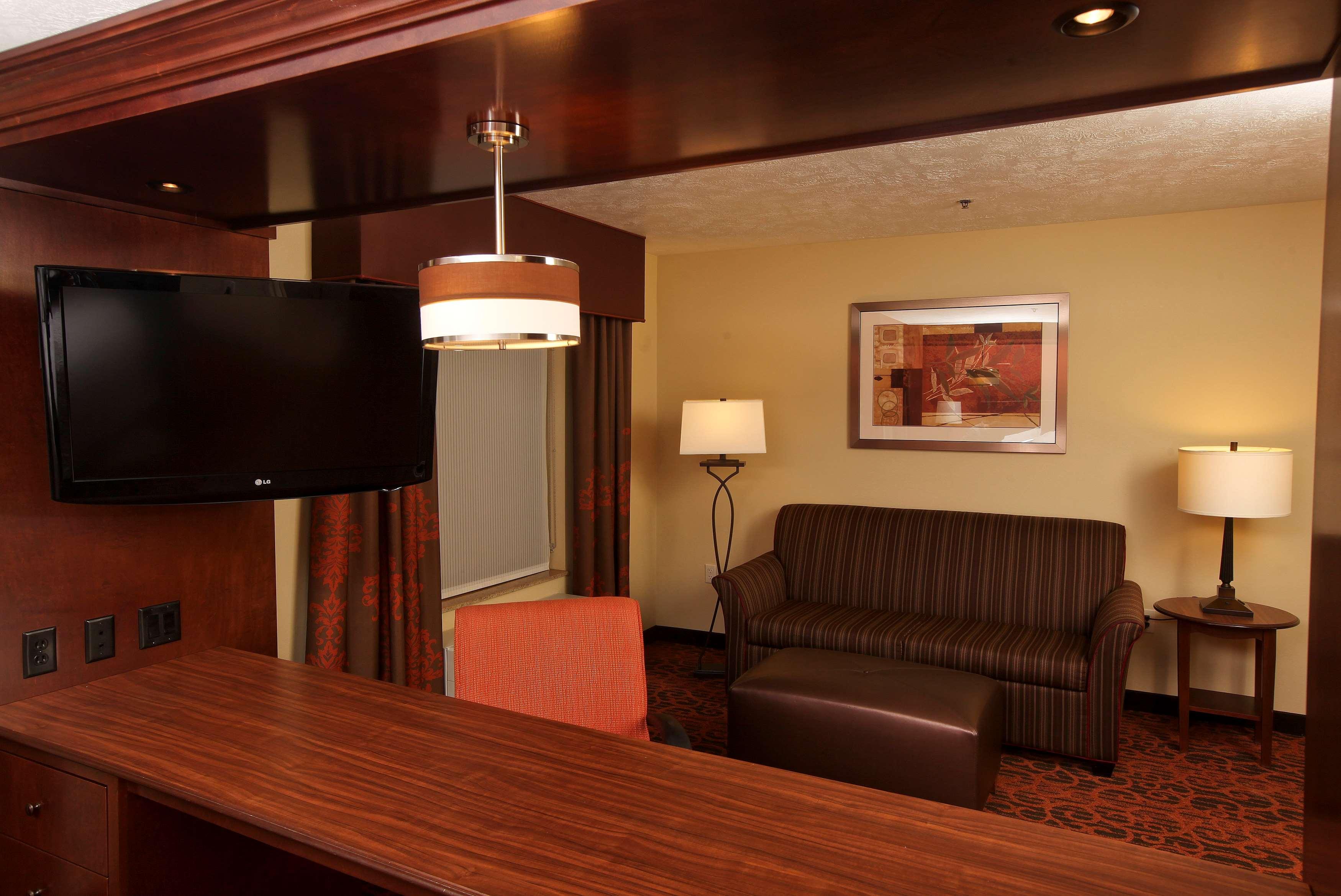 Hampton Inn & Suites Fargo image 24