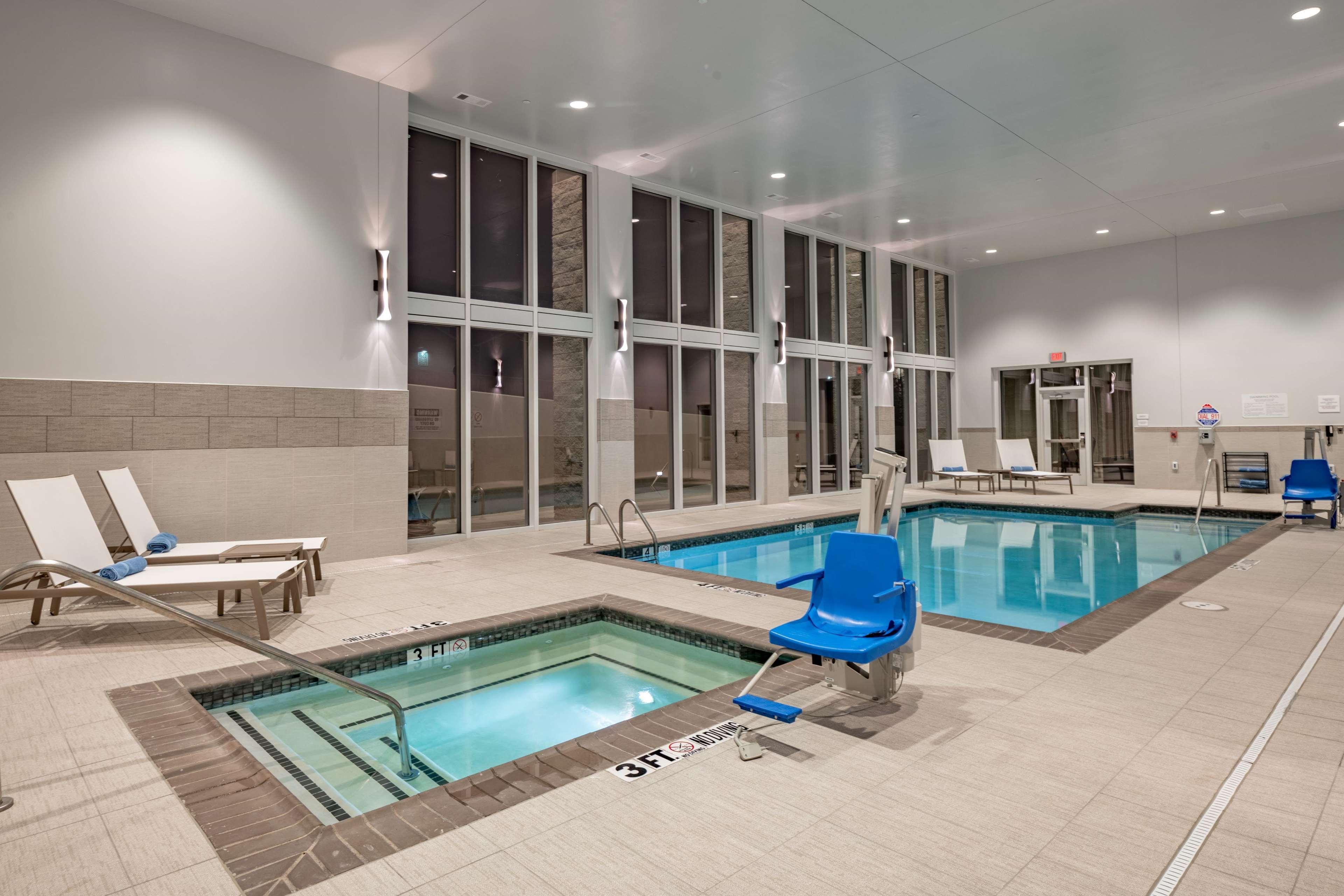 Hilton Garden Inn Dallas at Hurst Conference Center image 13