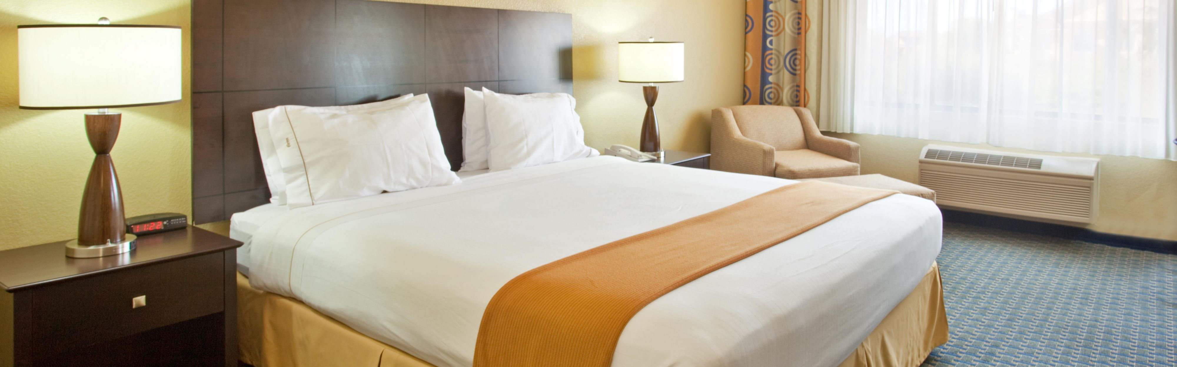 Holiday Inn Express & Suites Phoenix/Chandler (Ahwatukee) image 1