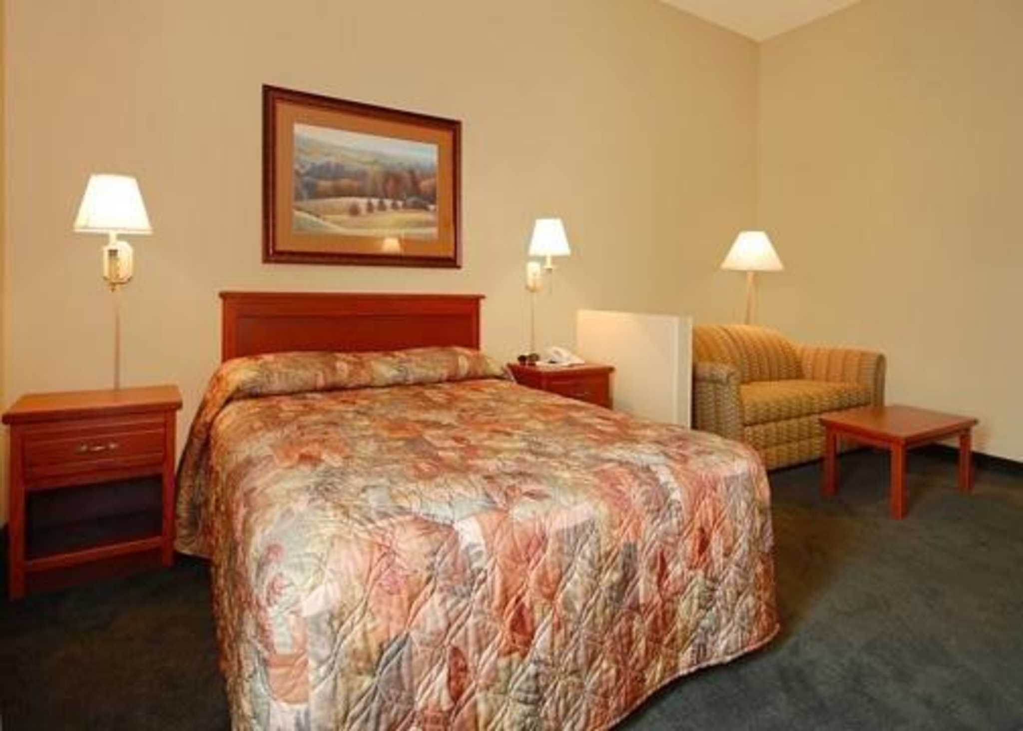Econo Lodge Inn & Suites image 2