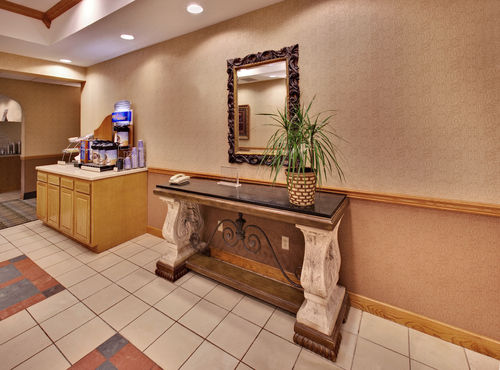 Holiday Inn Express & Suites Clinton image 2