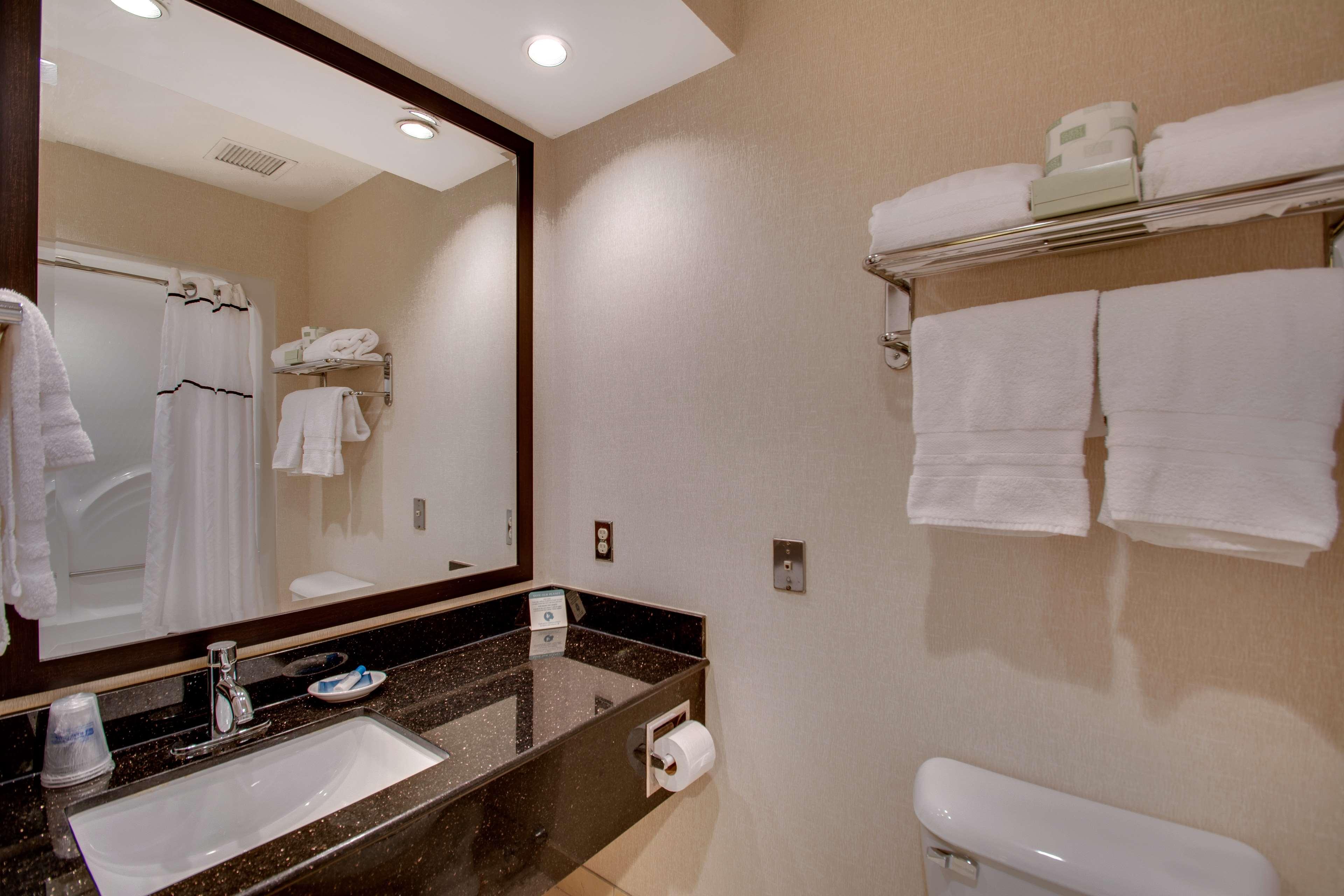 Best Western Plus The Inn at Hampton image 13