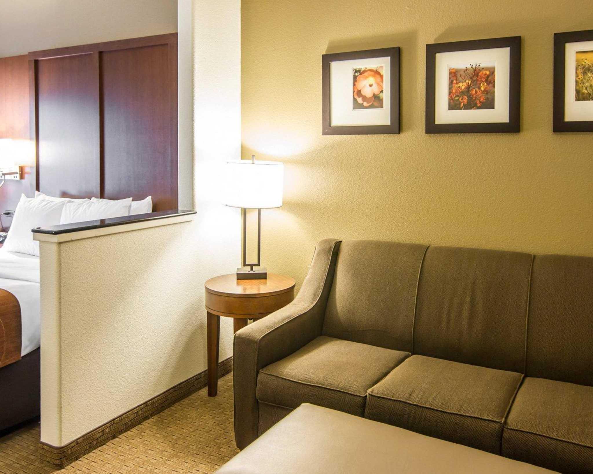 Comfort Suites Marshall image 23