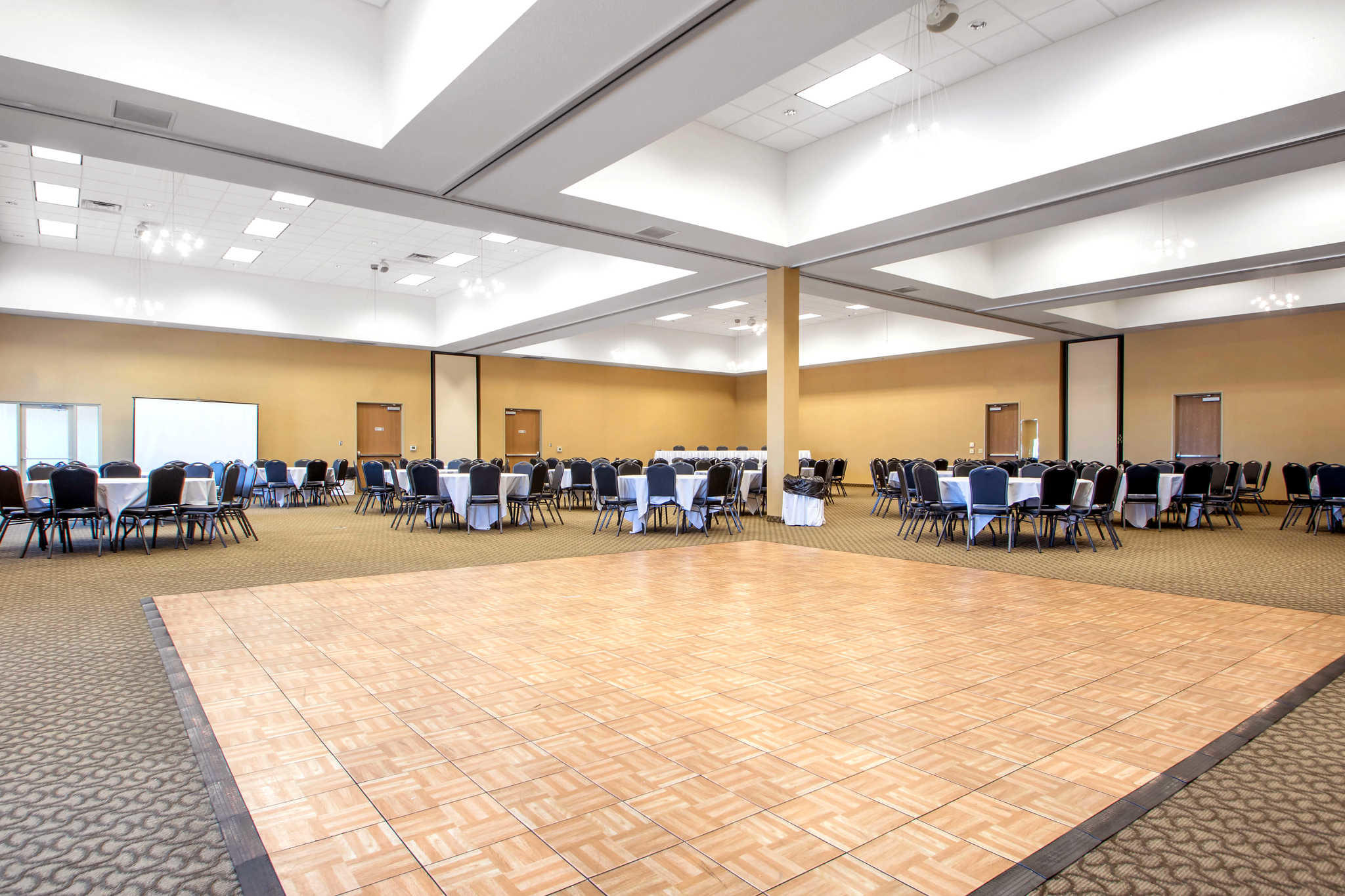 Comfort Suites Johnson Creek Conference Center image 35