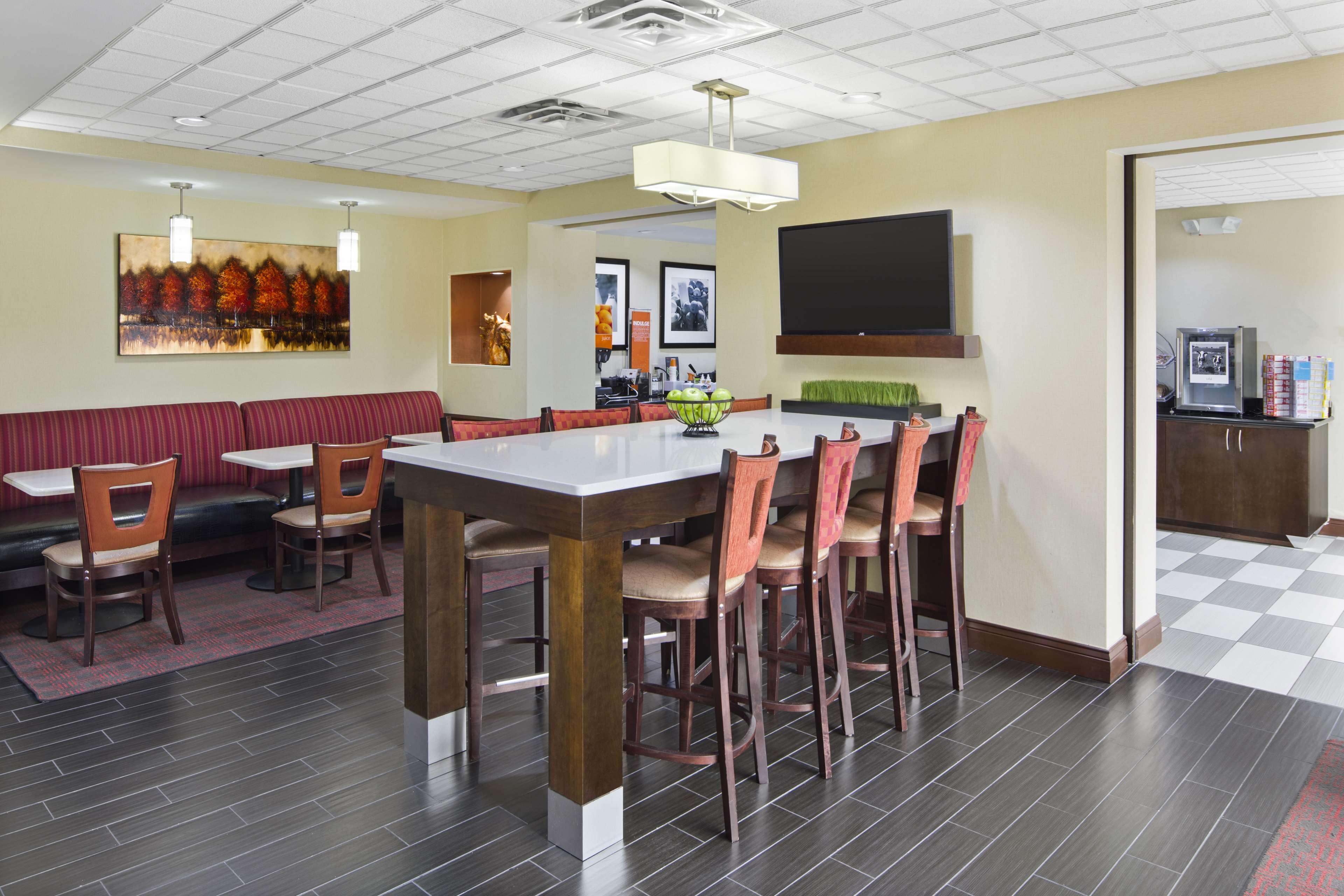 Hampton Inn Hinesville image 8