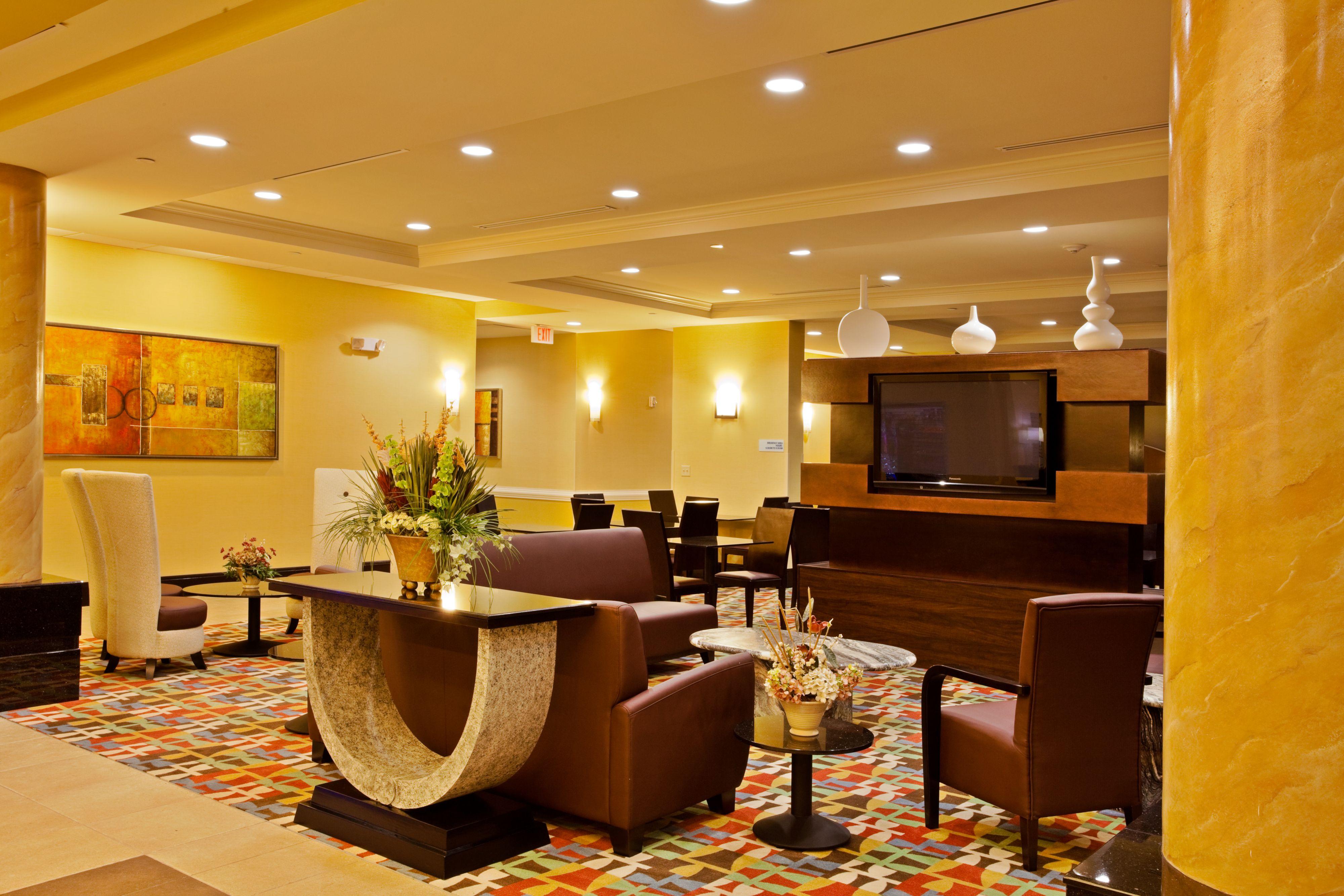 Holiday Inn Express & Suites Orlando - International Drive image 4
