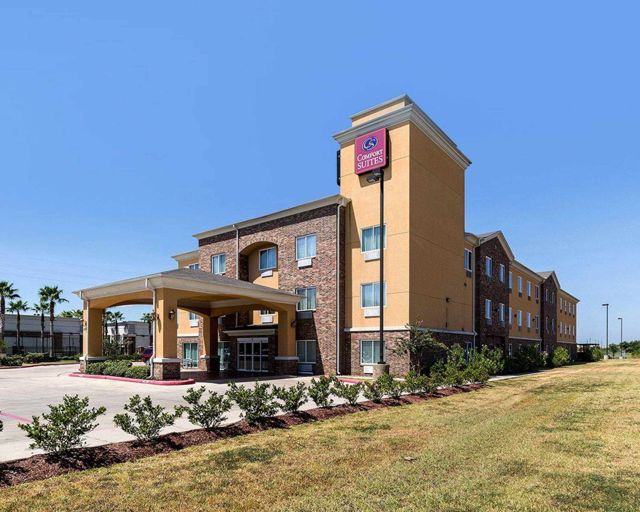Comfort Suites Pearland - South Houston image 1