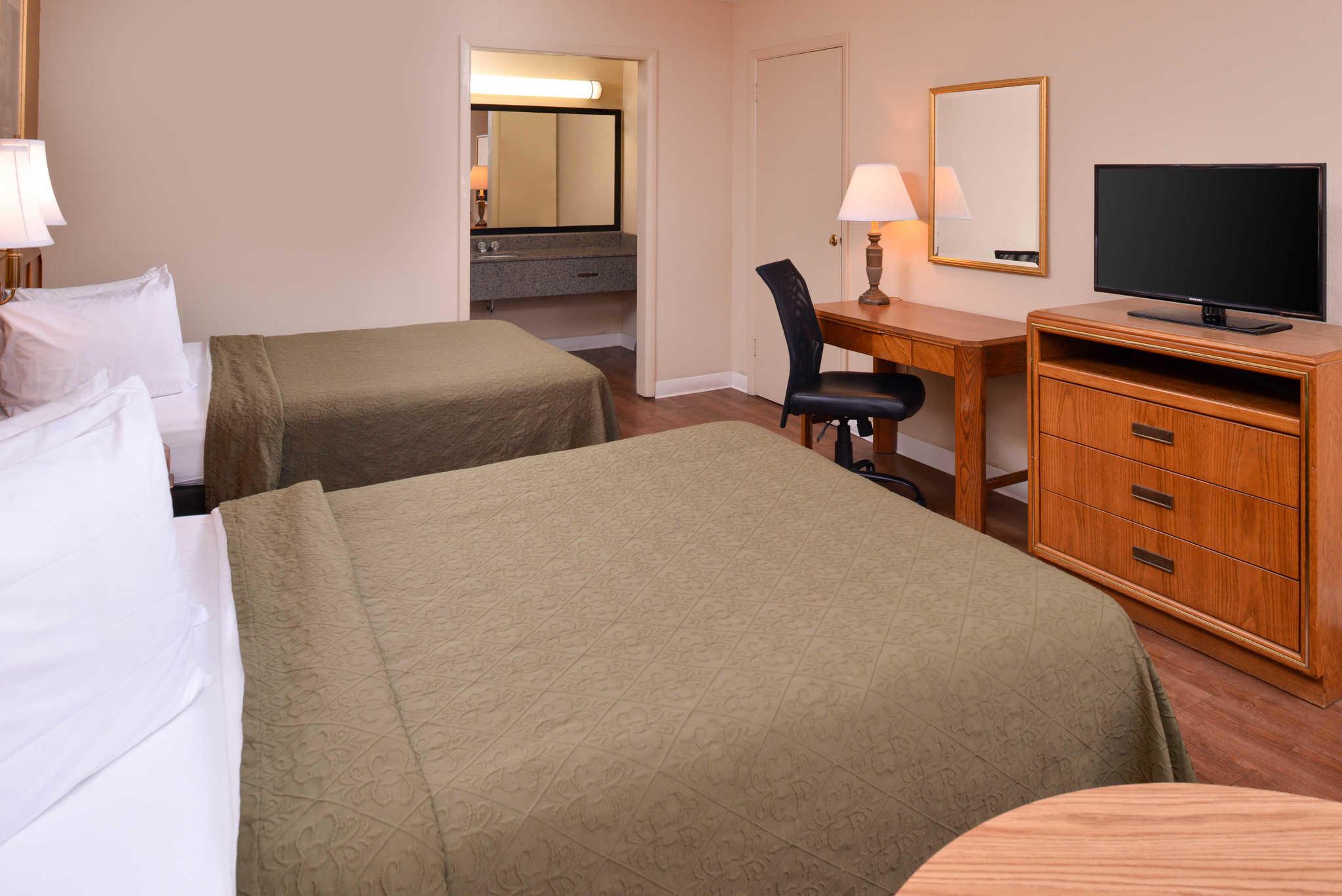 Quality Inn Dutch Inn image 9