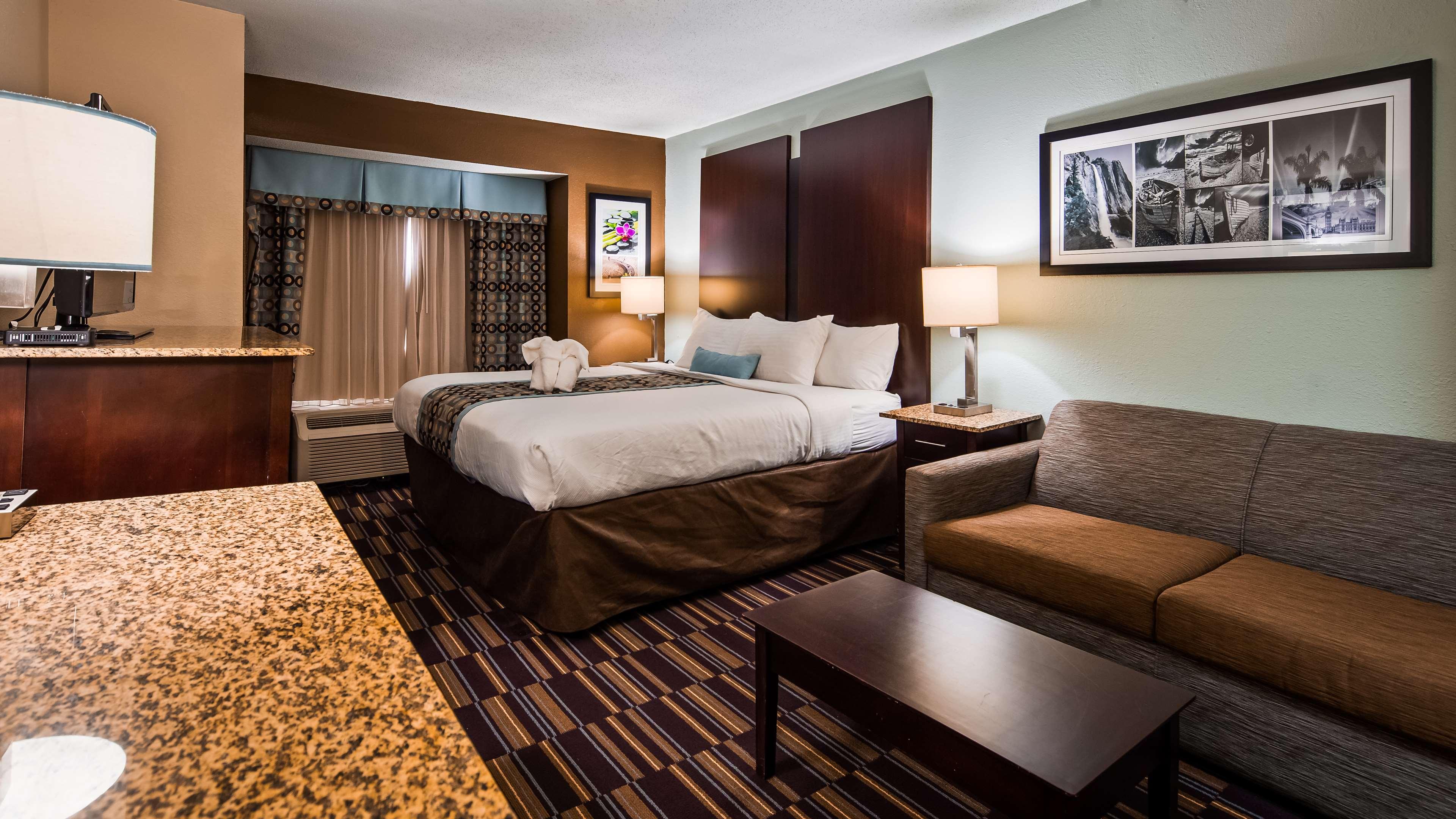 Best Western Plus Elizabeth City Inn & Suites image 6