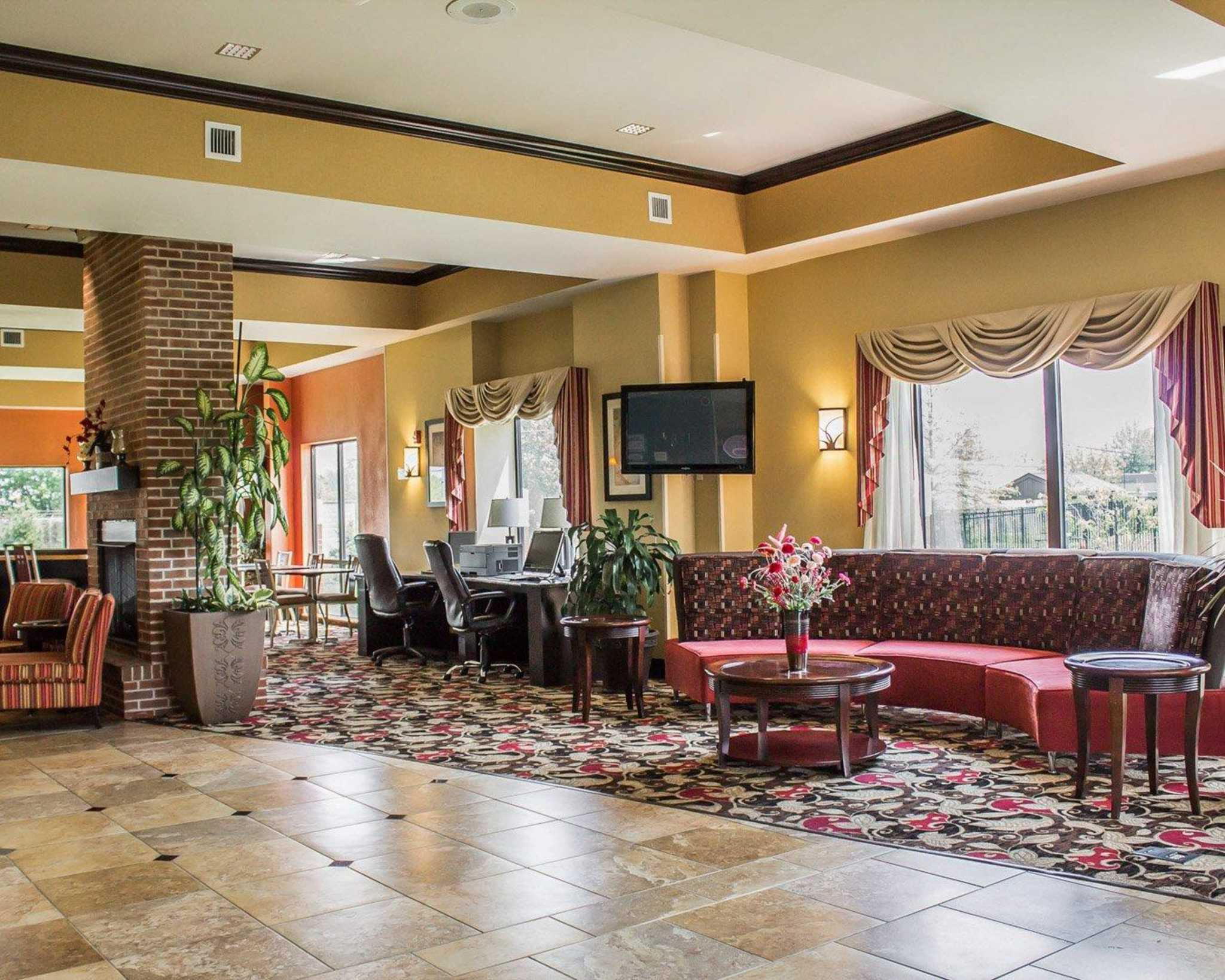 Comfort Suites East Broad at 270 image 39