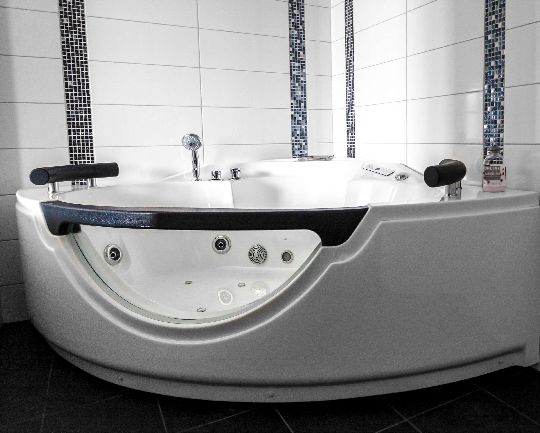 Suite Bathroom Whirlpool