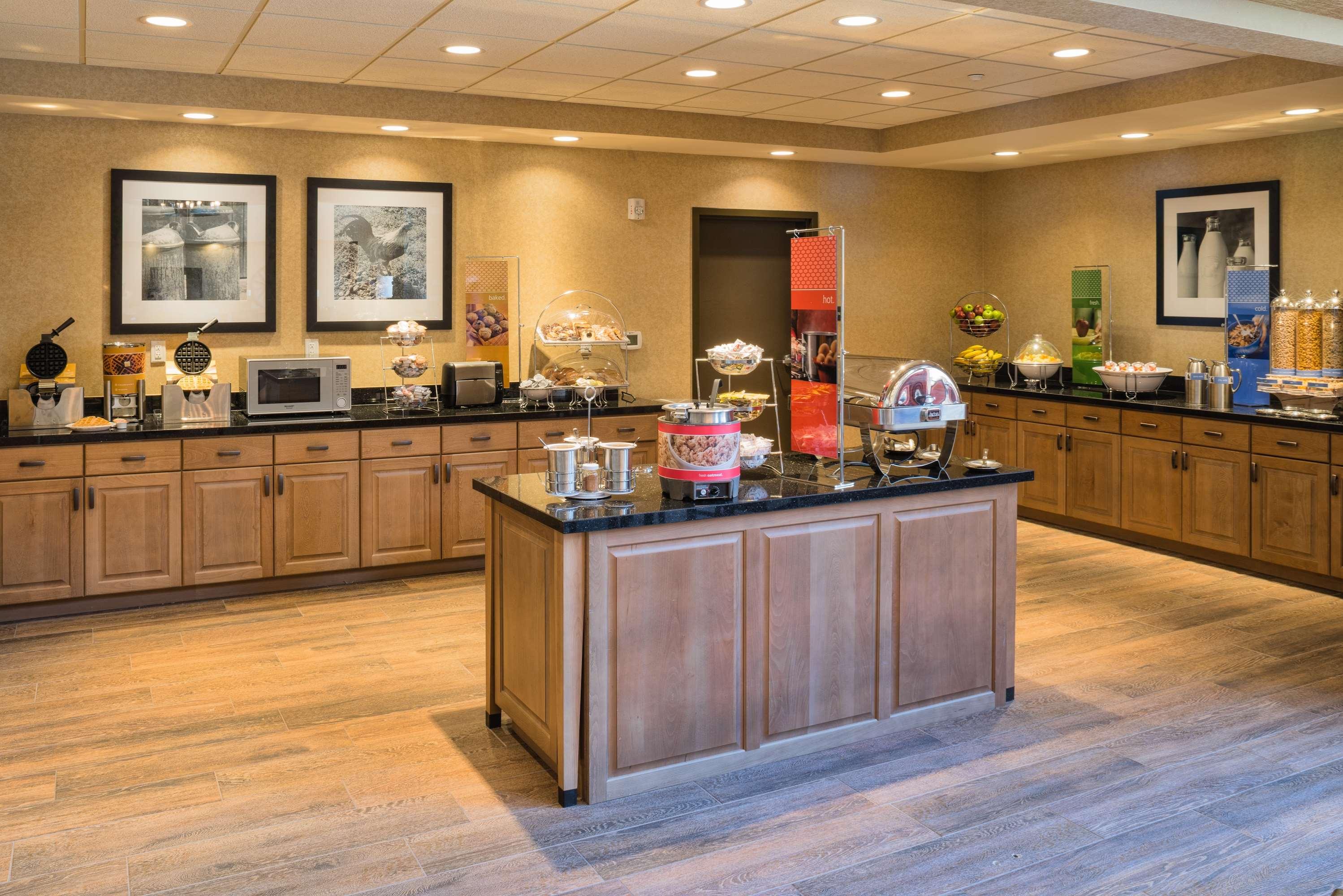 Hampton Inn & Suites Springdale/Zion National Park image 11