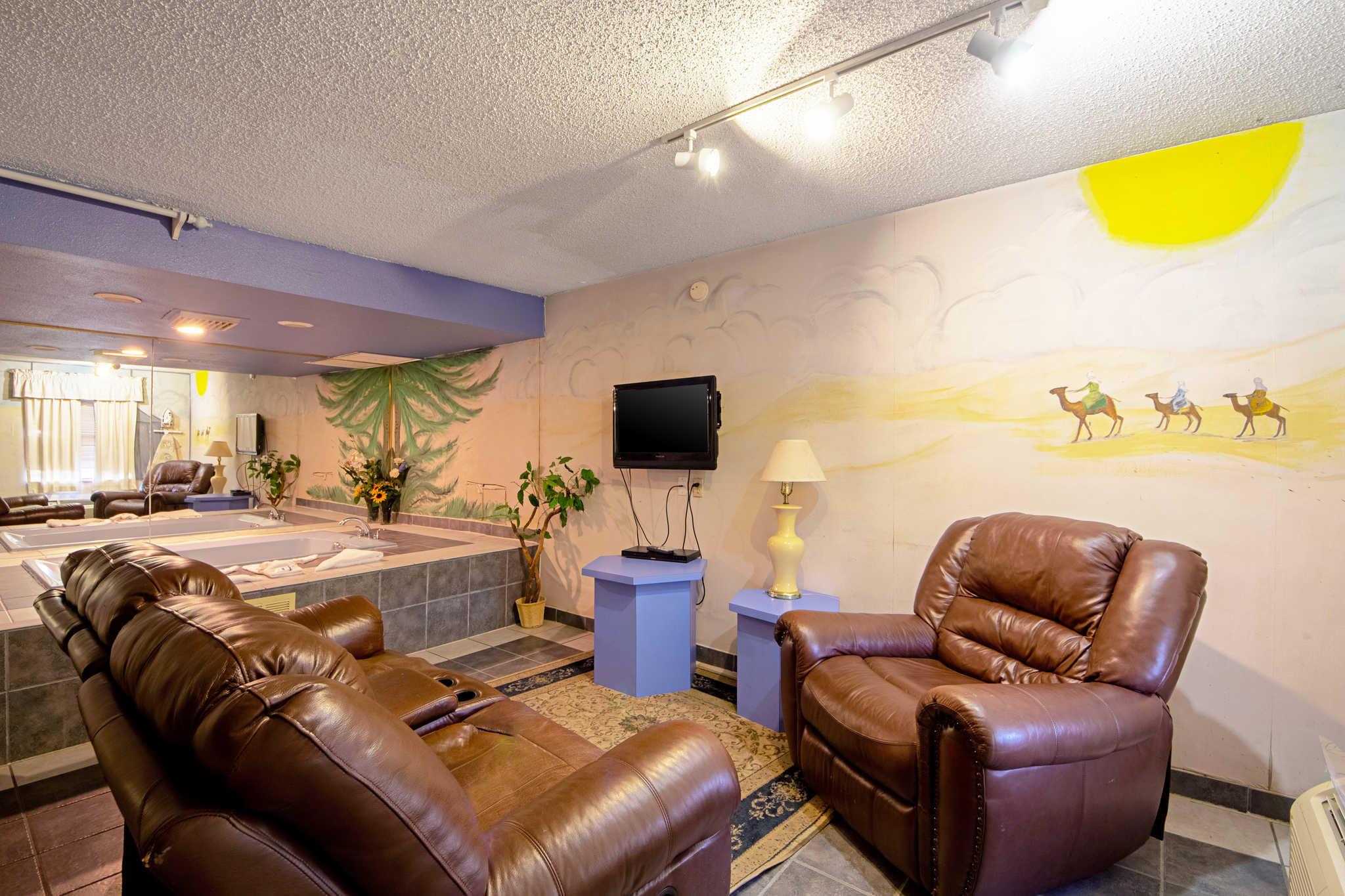 Rodeway Inn & Suites image 51