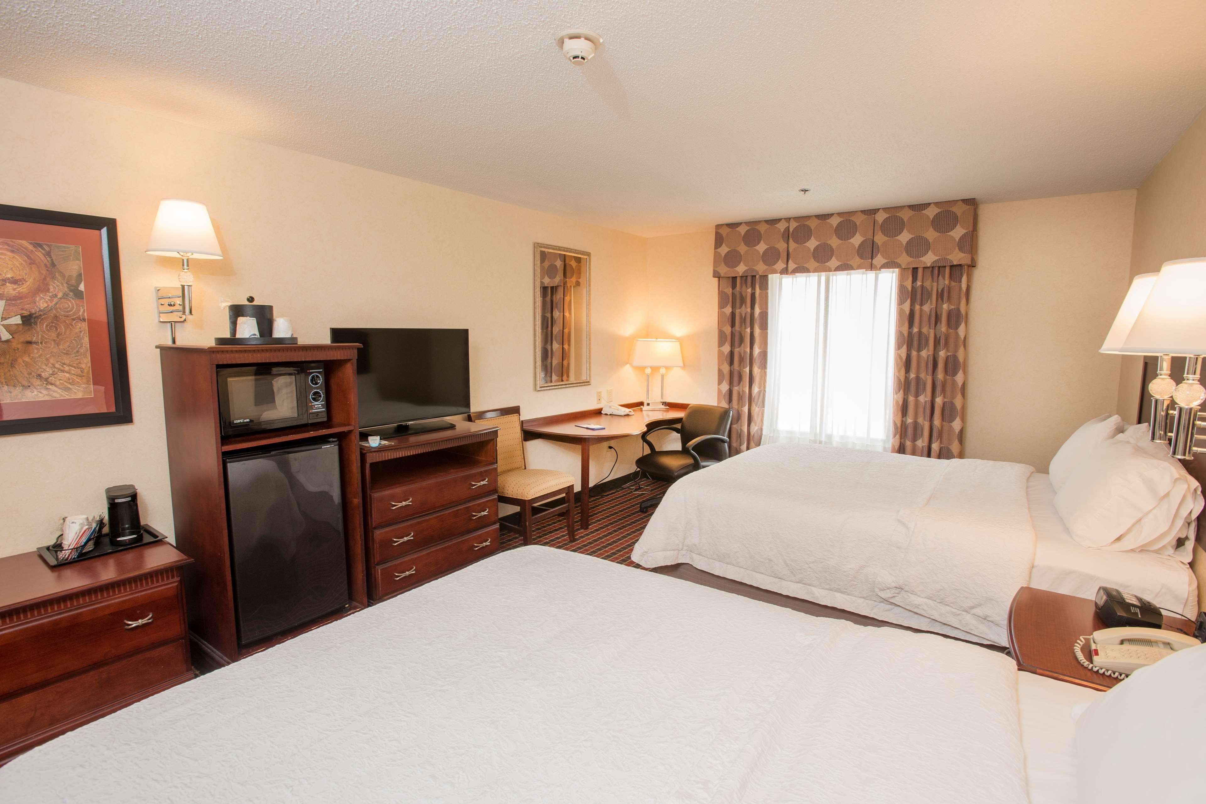 Hampton Inn & Suites Dayton-Airport image 22