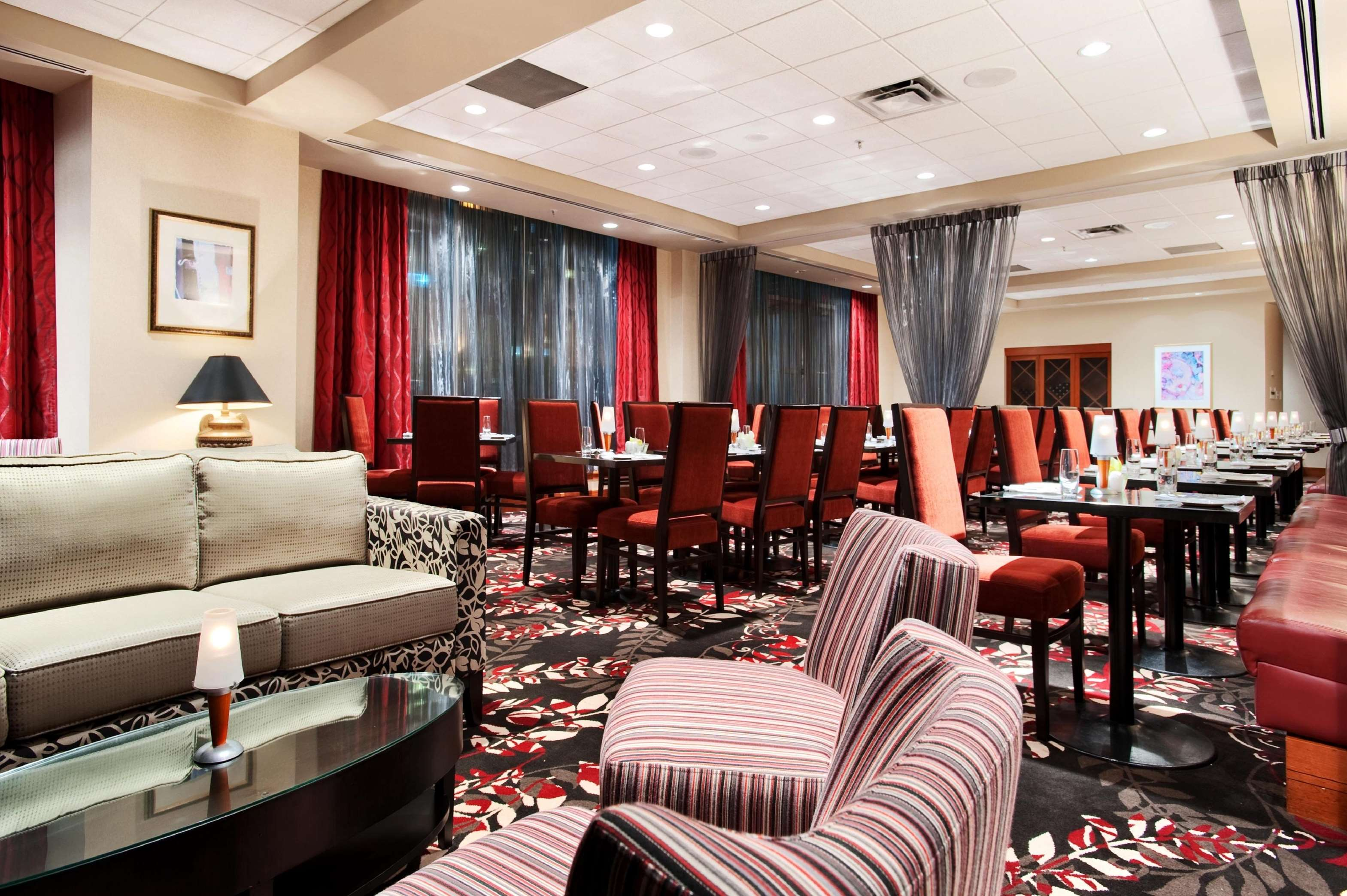 Hilton Vancouver Metrotown in Burnaby: Reflect Dining Room