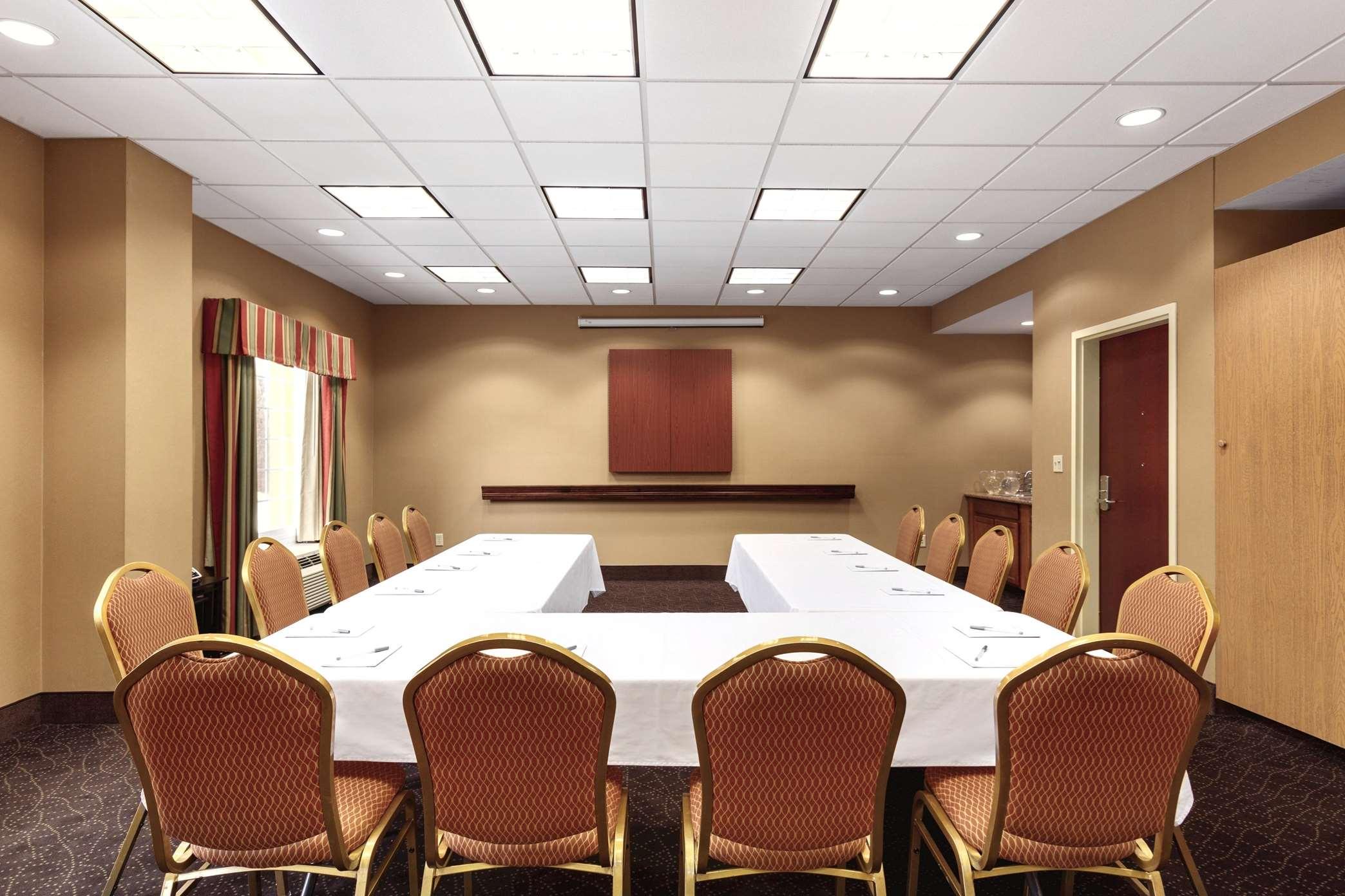 Hampton Inn & Suites Greenfield image 27