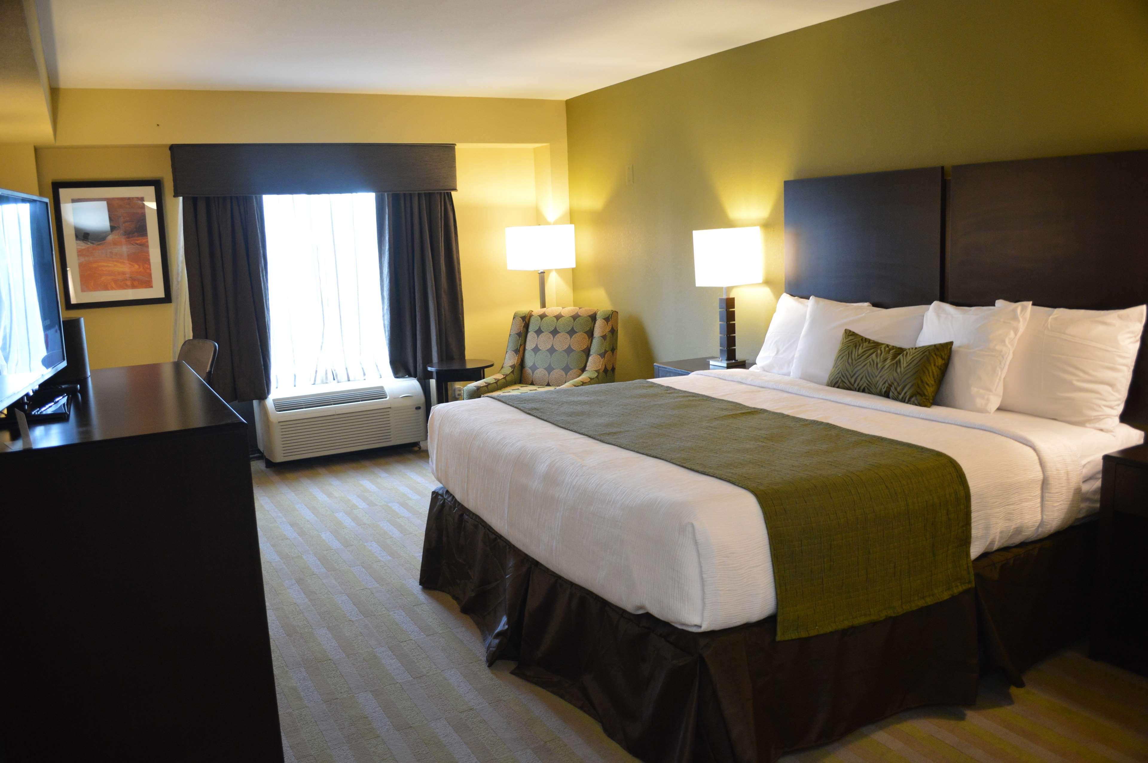 Best Western Plus Thornburg Inn & Suites image 7