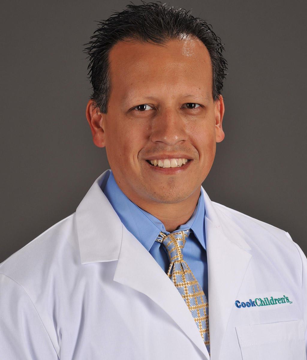 Headshot of Fernando Acosta Jr.