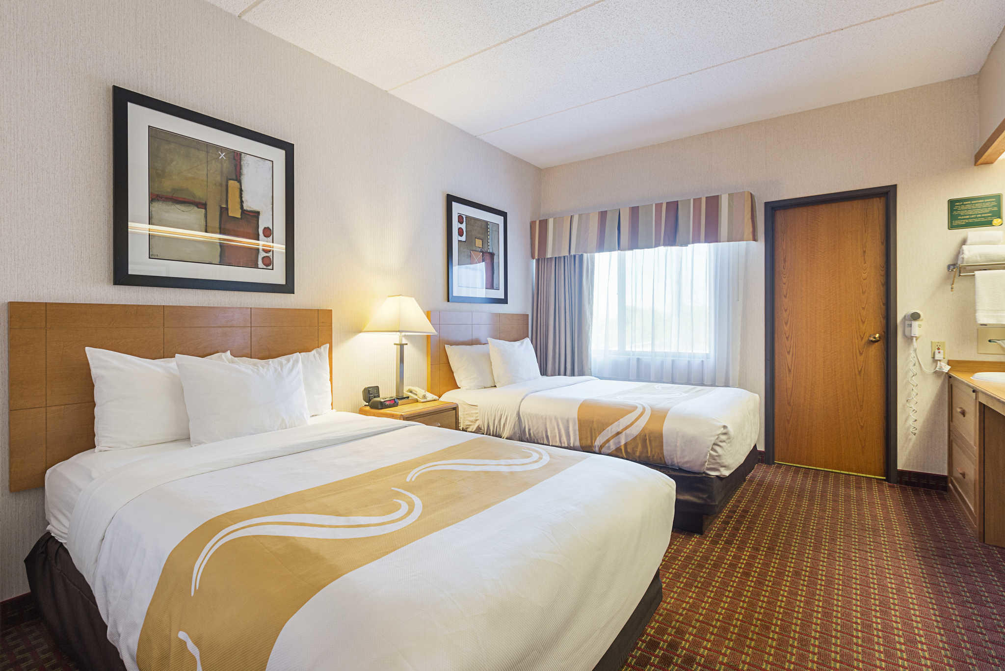 Quality Suites image 12