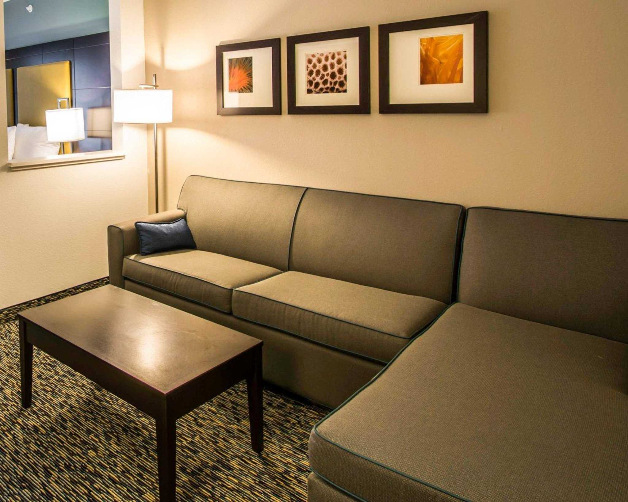 Comfort Suites Fort Lauderdale Airport South & Cruise Port image 4