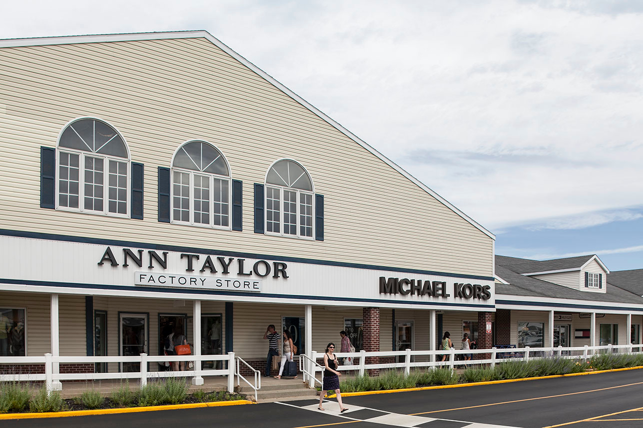 Lighthouse Place Premium Outlets image 16