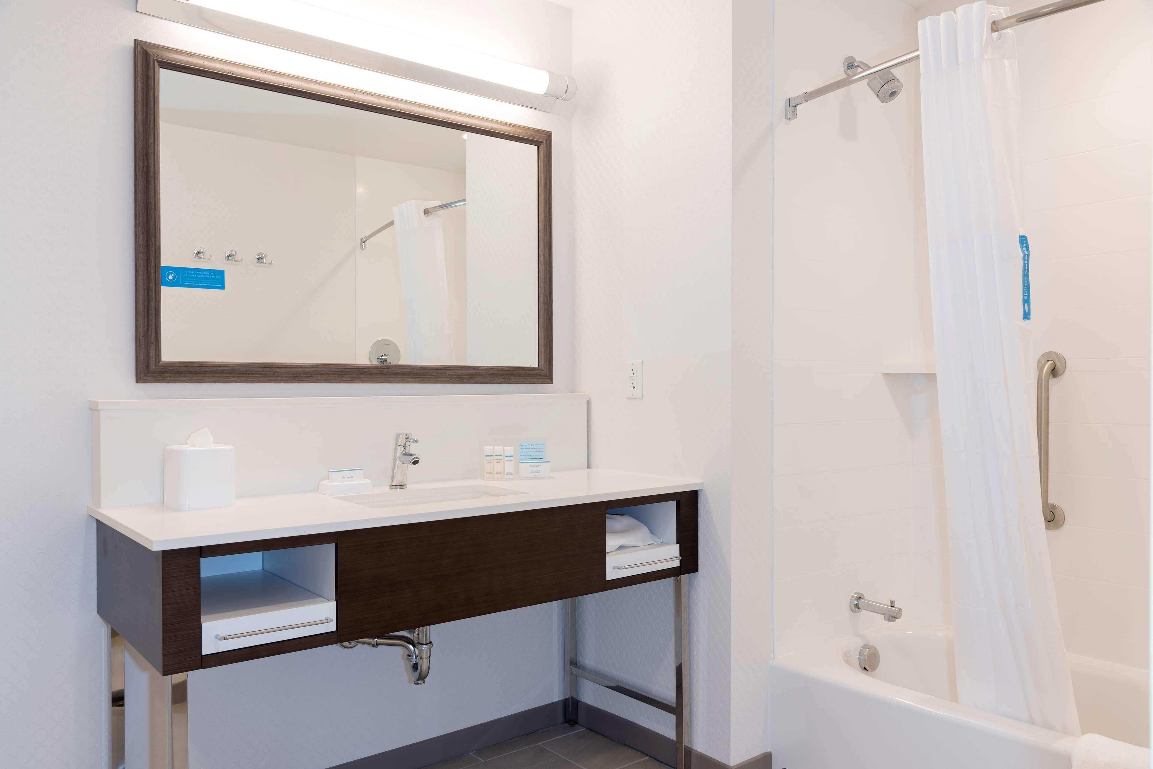 Hampton Inn & Suites Indianapolis-Keystone image 34