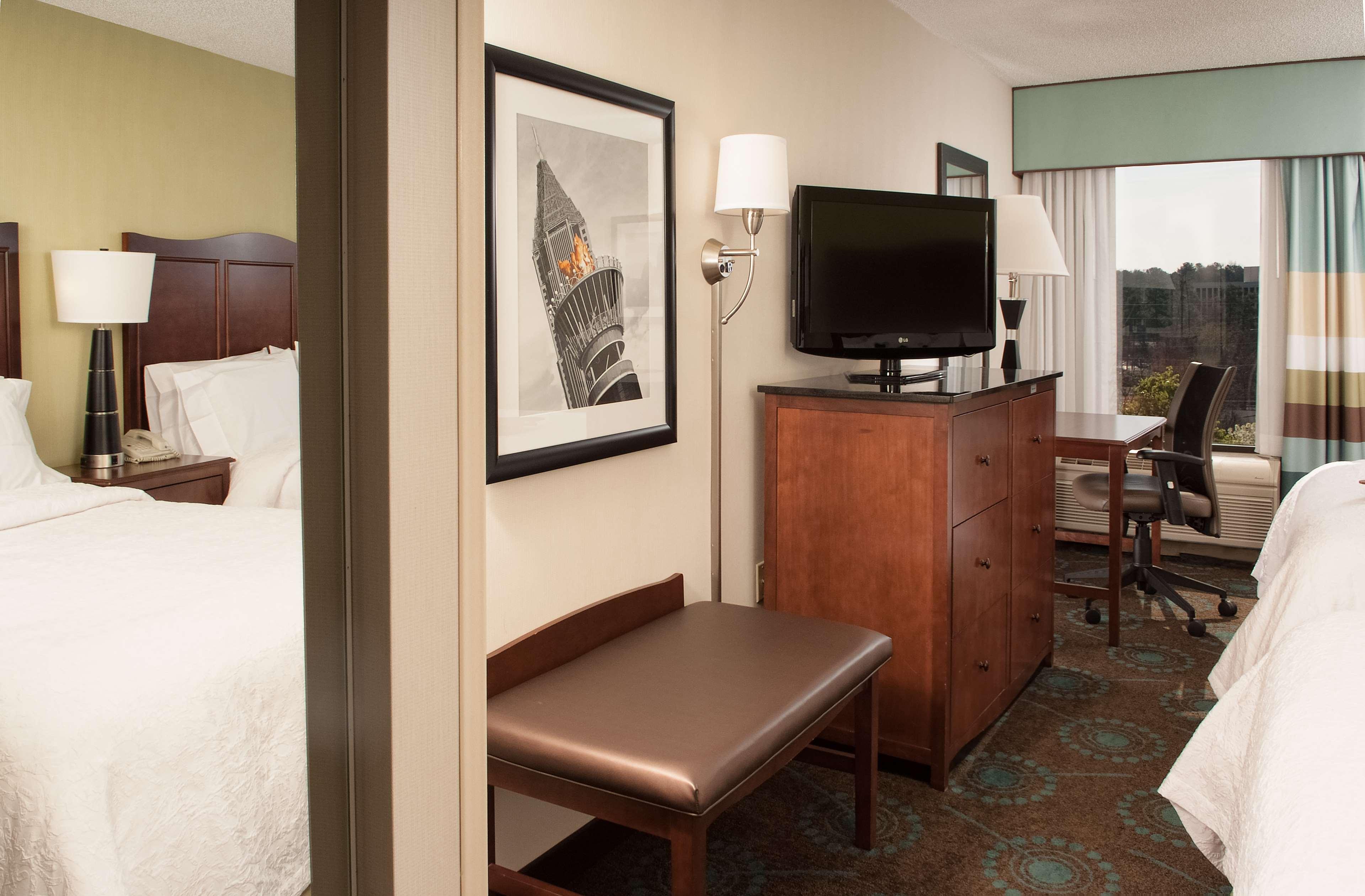 Hampton Inn Atlanta-North Druid Hills image 27
