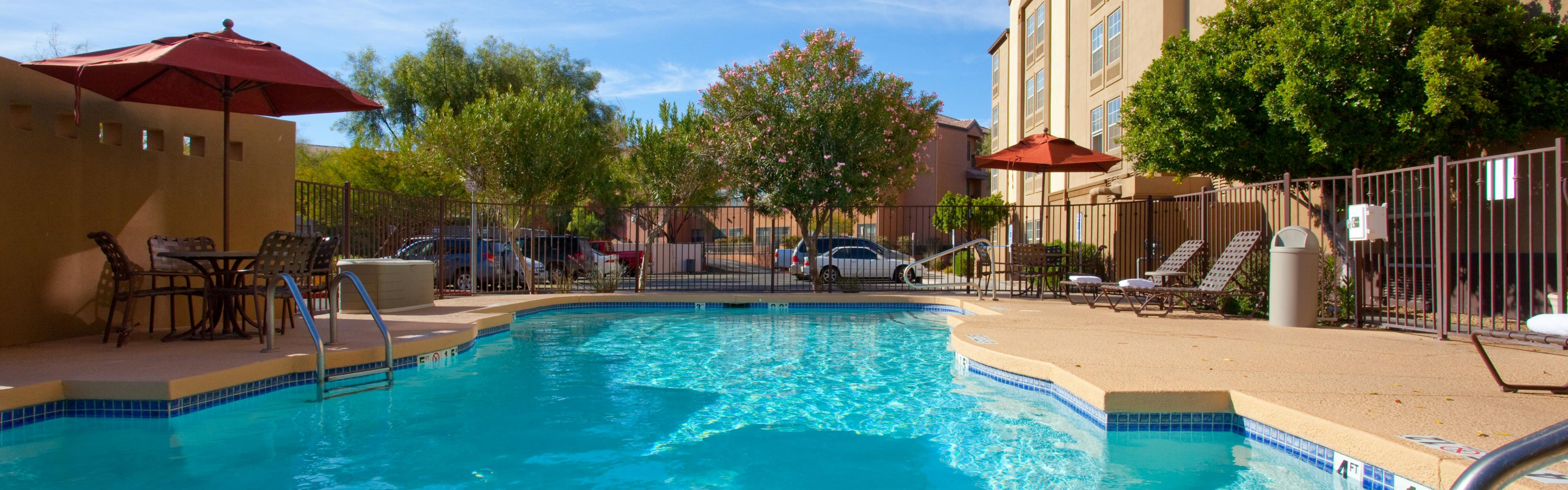 Holiday Inn Express & Suites Phoenix Airport image 2