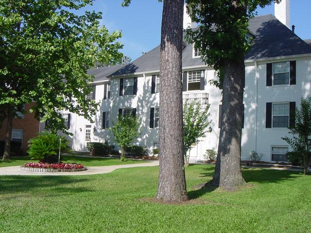 Williamsburg Village Apartments - ad image
