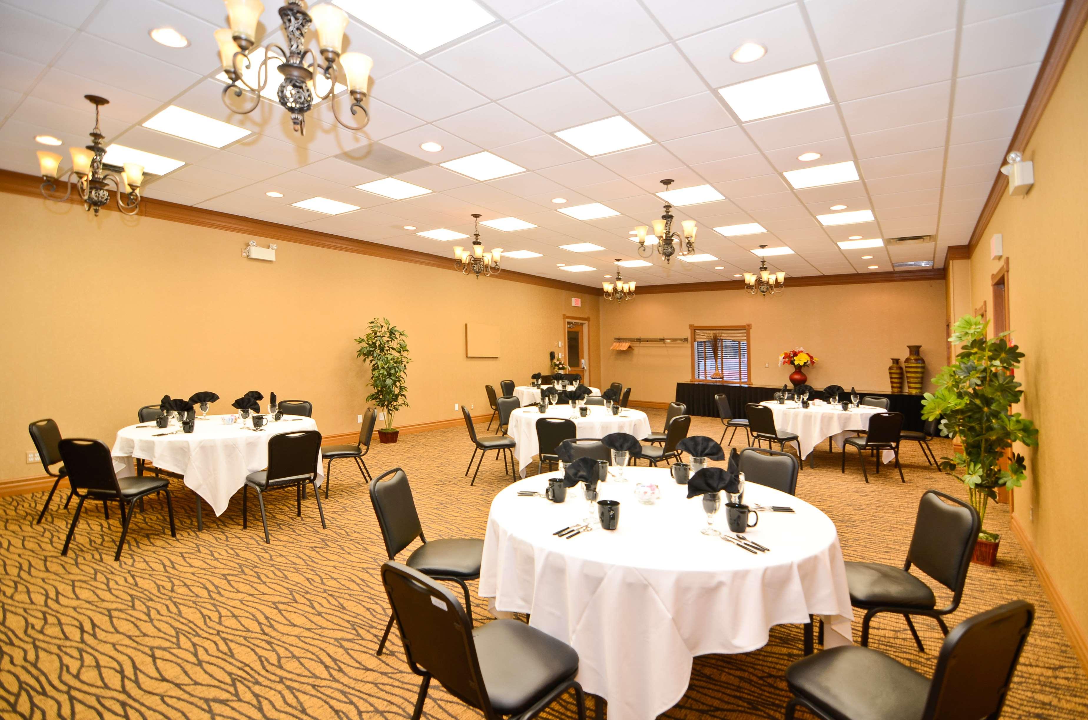 Best Western Marquis Inn & Suites in Prince Albert: Meeting Banquet Room