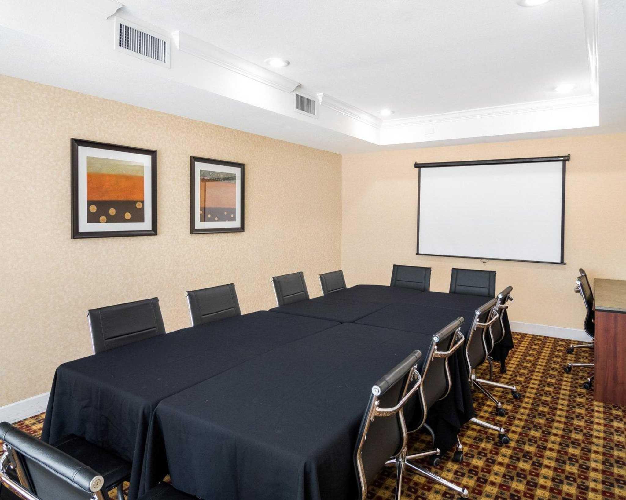 Comfort Suites Las Colinas Center image 12