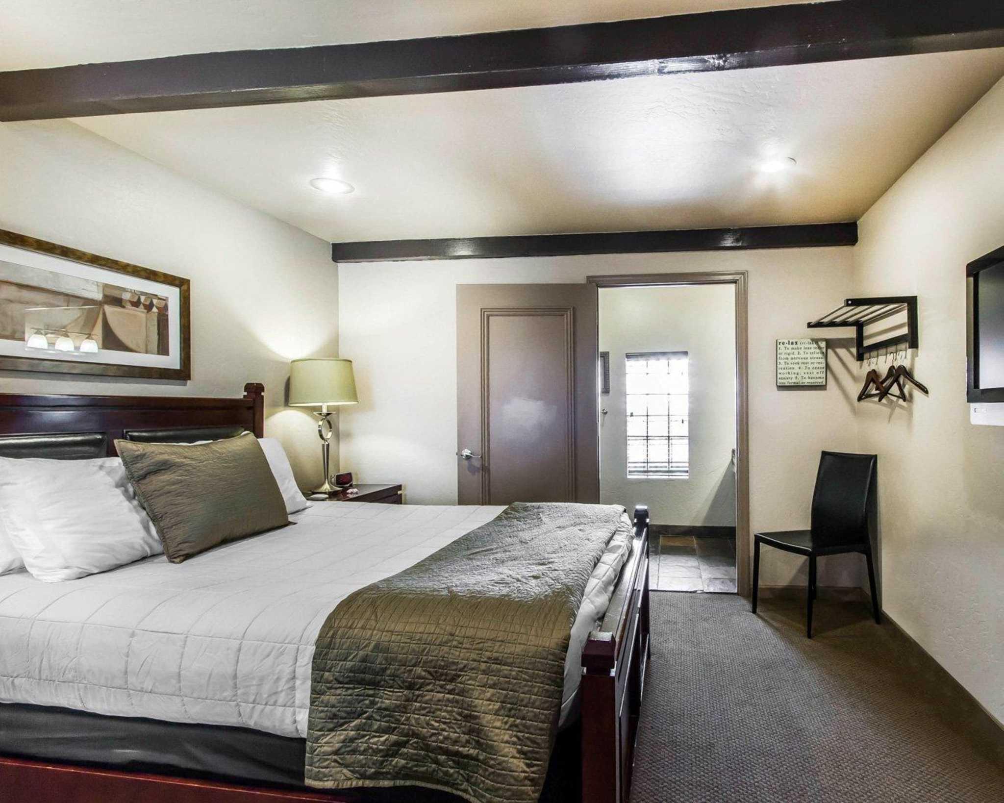 Rodeway Inn & Suites Downtowner-Rte 66 image 14